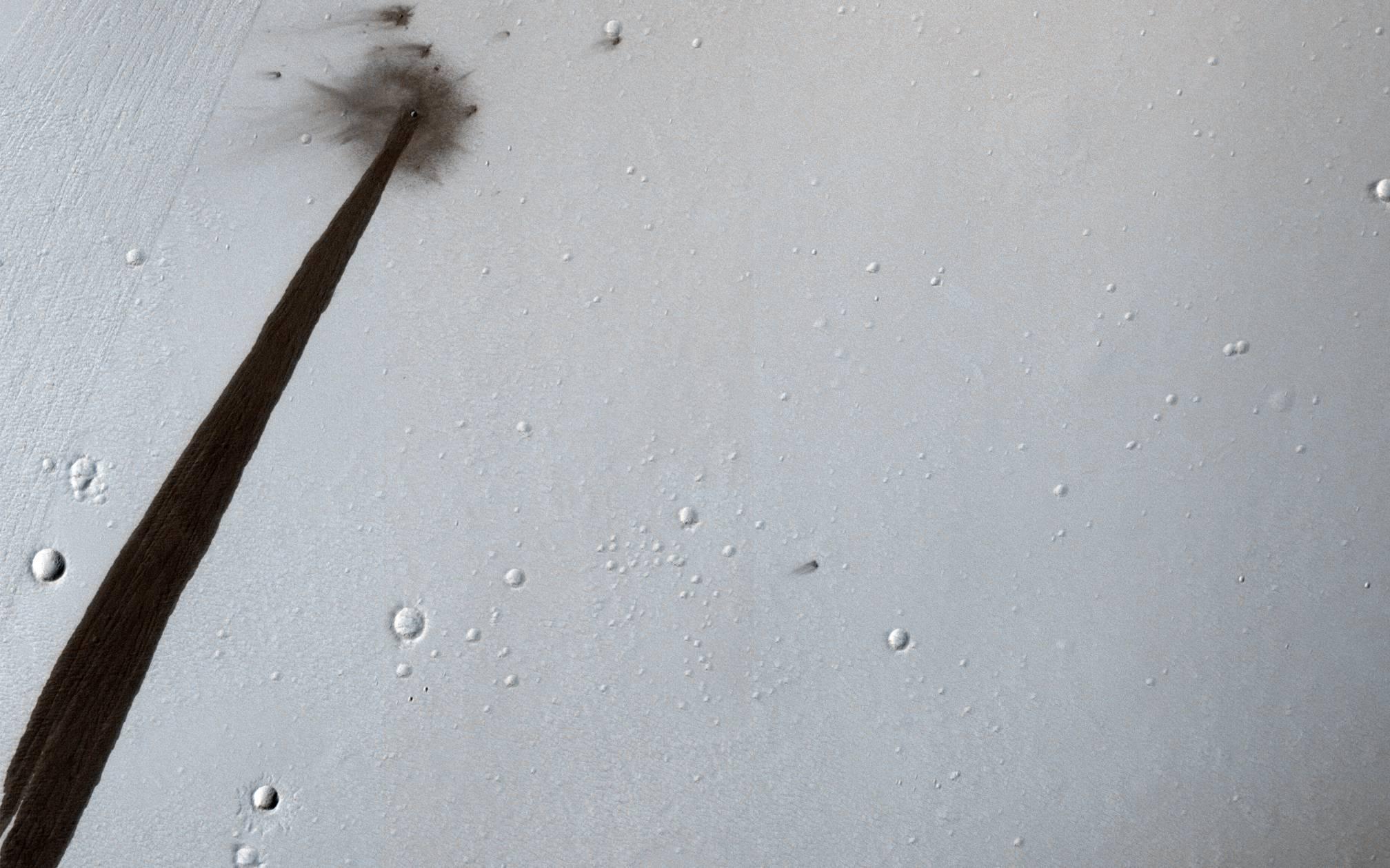 crater slope streak Feb 2018 (HiRISE)