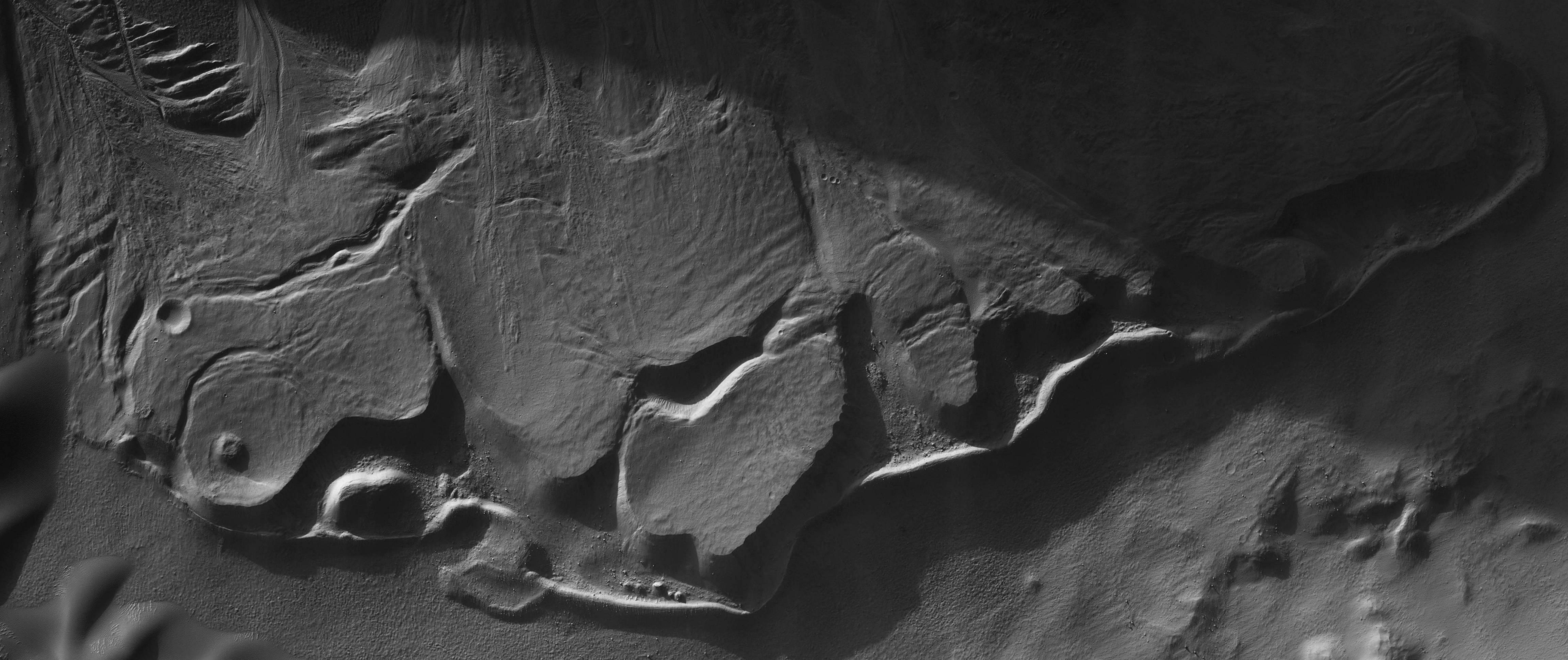 crazy lava flows August 2017 (HiRISE)