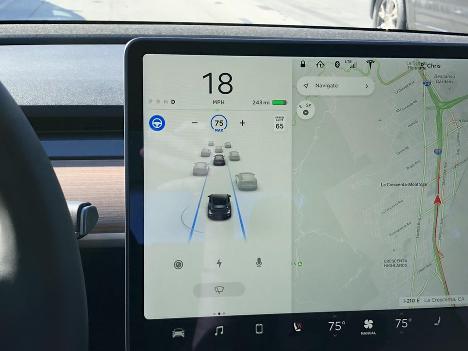 Latest Tesla Software Update >> Tesla's latest Autopilot update improves vehicle detection ...
