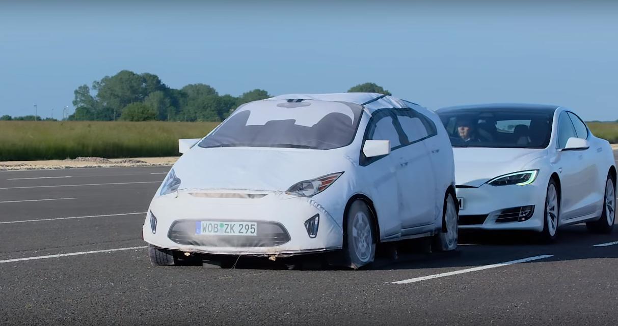 tesla-autopilot-crash-test