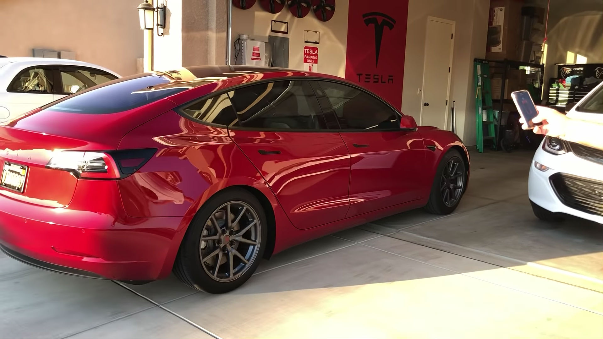 first look at tesla model 3 summon feature in action. Black Bedroom Furniture Sets. Home Design Ideas