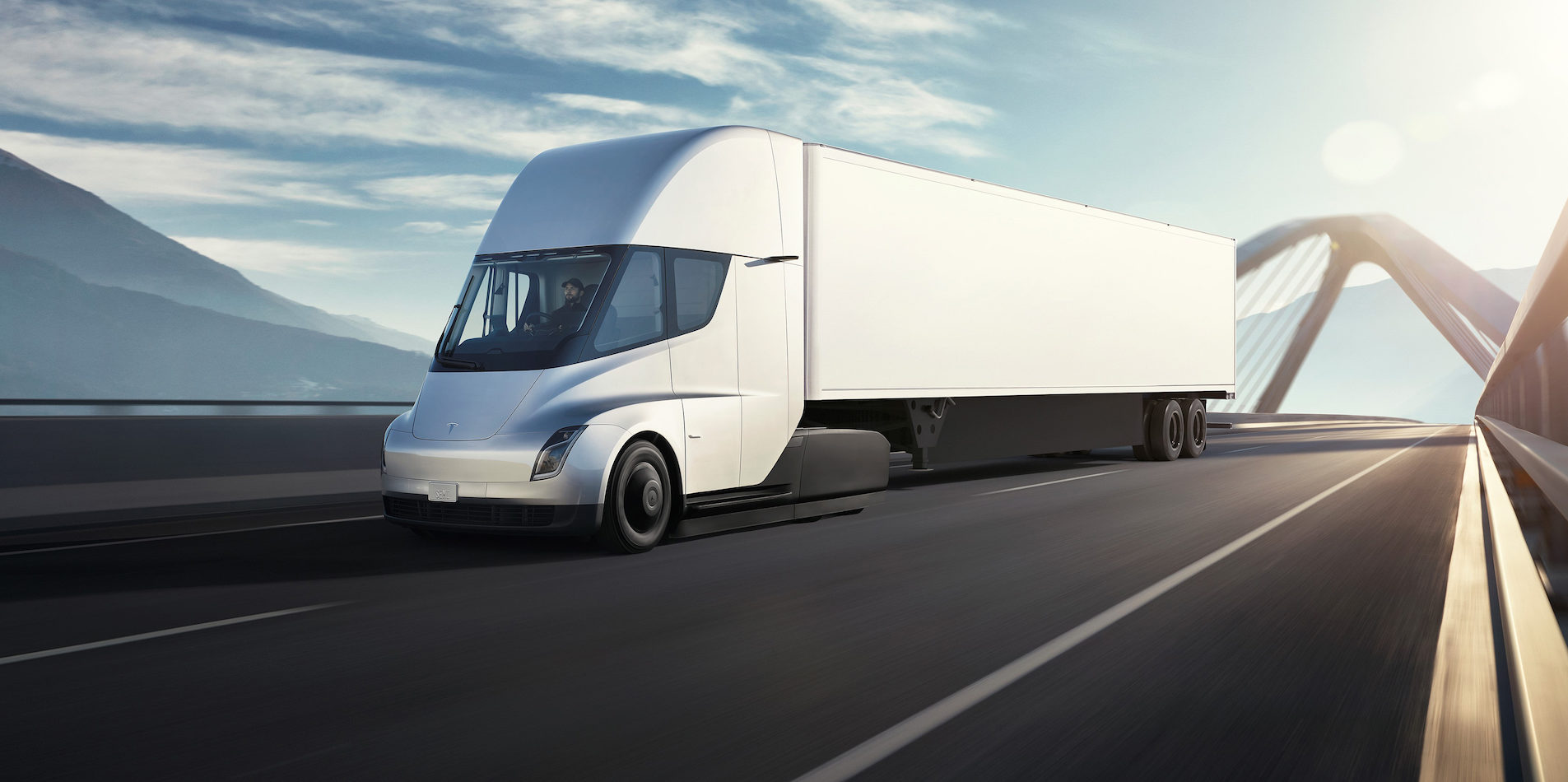 tesla semi gets nod from trucking veteran it s a good thing for