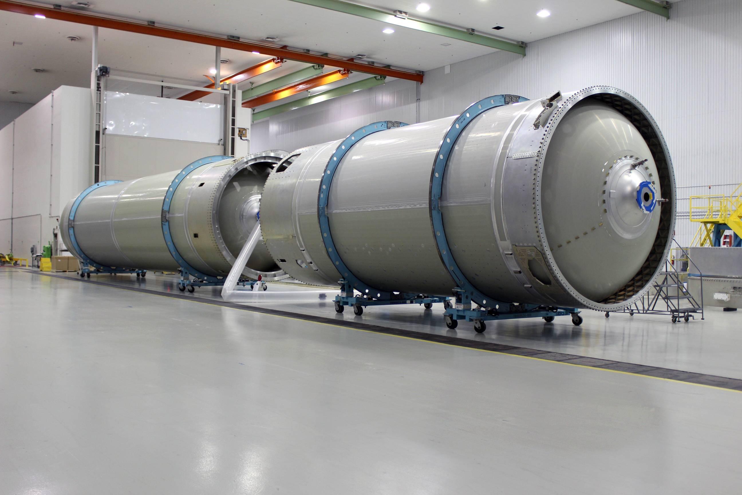 Atlas V core stage prep 092417 (ULA)