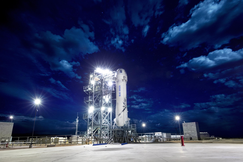 BlueOrigin_M8_New_Shepard_On_The_Launch_Pad
