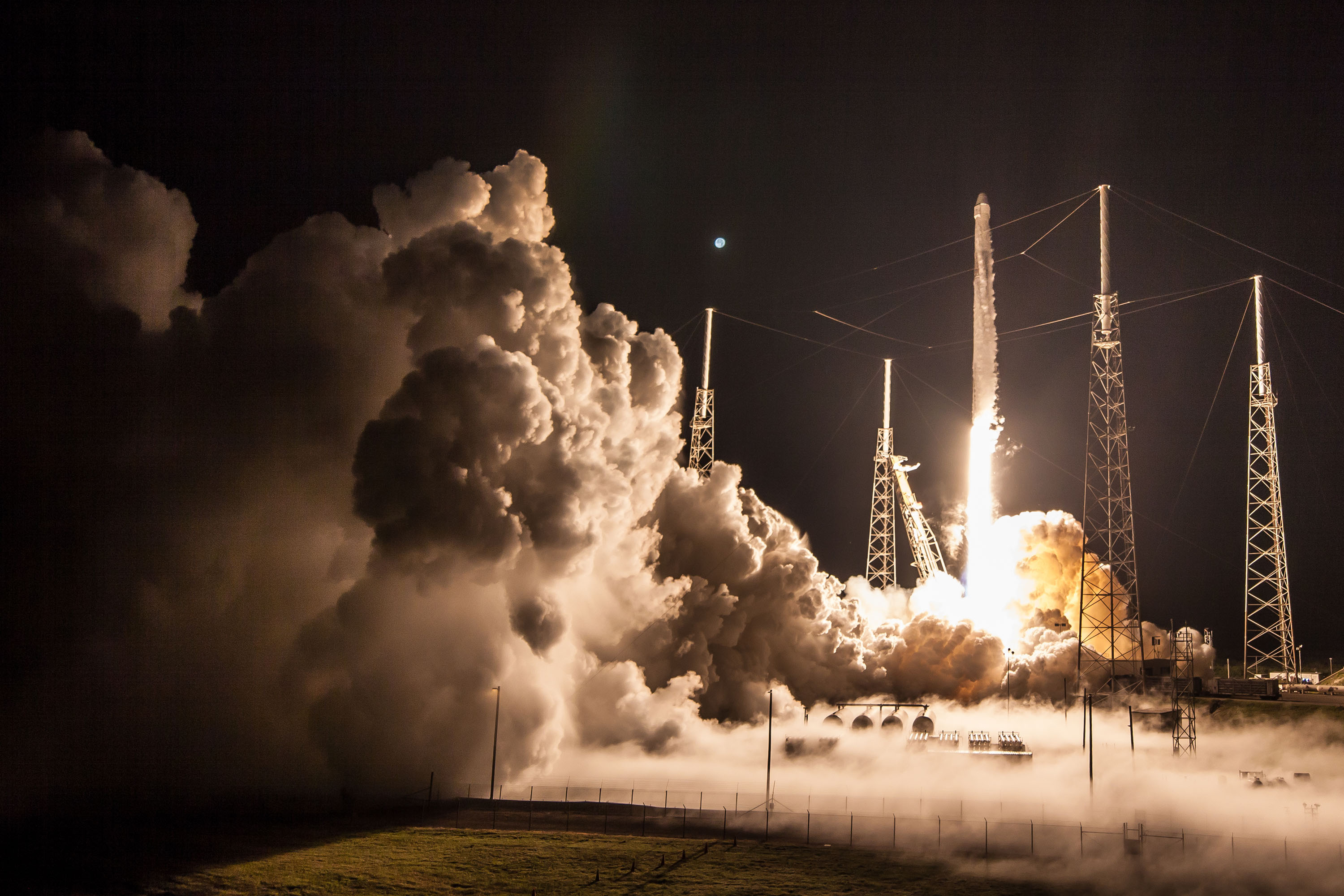 CRS-15 B1045 launch (SpaceX) 3
