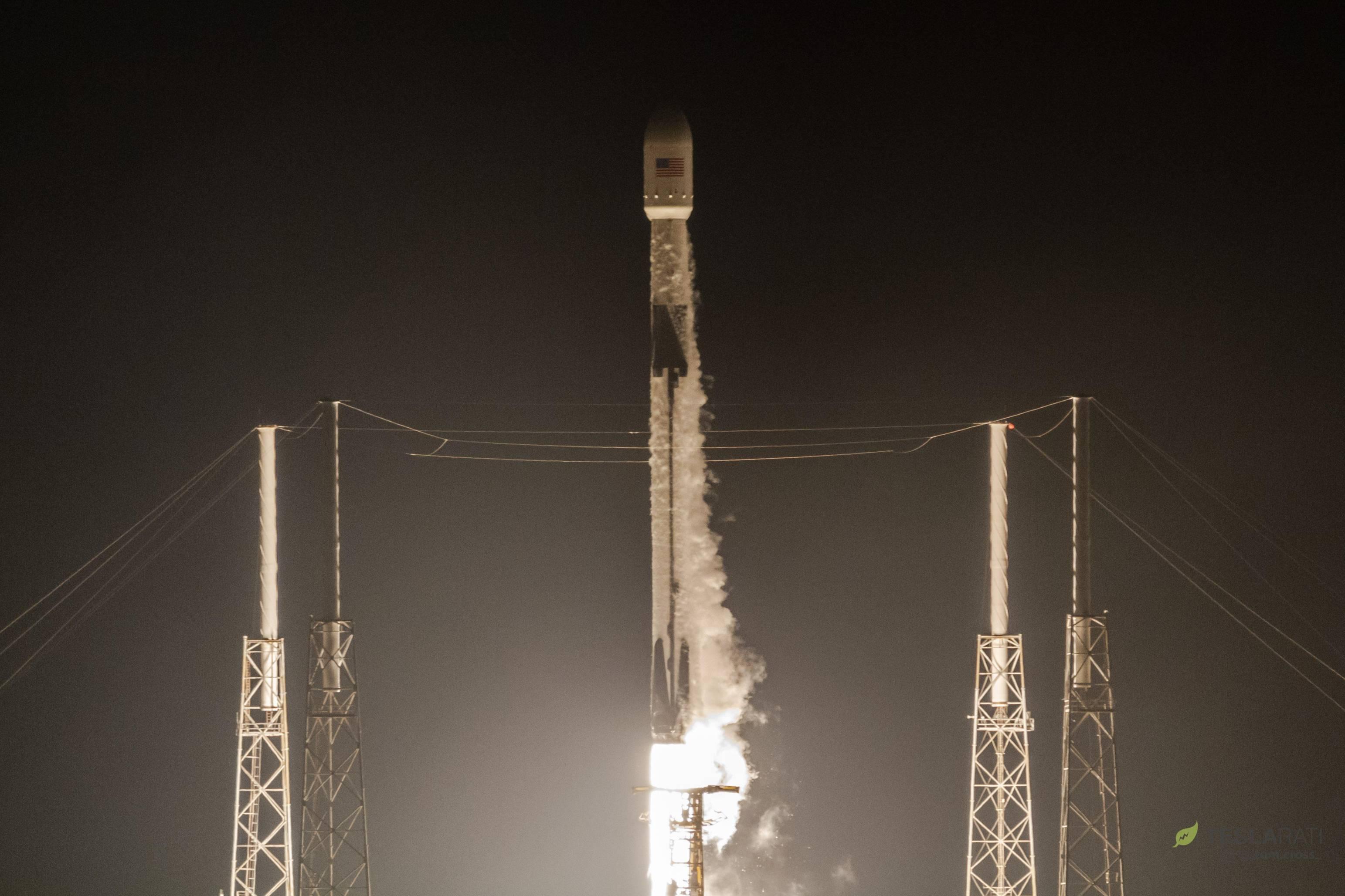 Telstar 19V B1047 liftoff (Tom Cross) 1