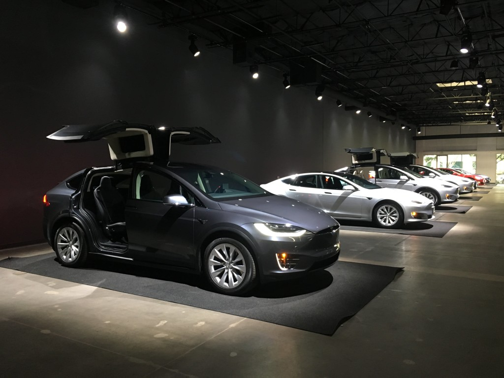 tesla-delivery-center-2