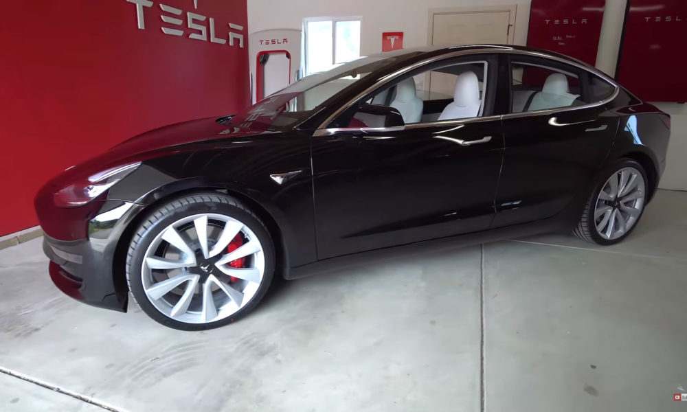 tesla model 3 performance 0 60 mph put to the test in. Black Bedroom Furniture Sets. Home Design Ideas