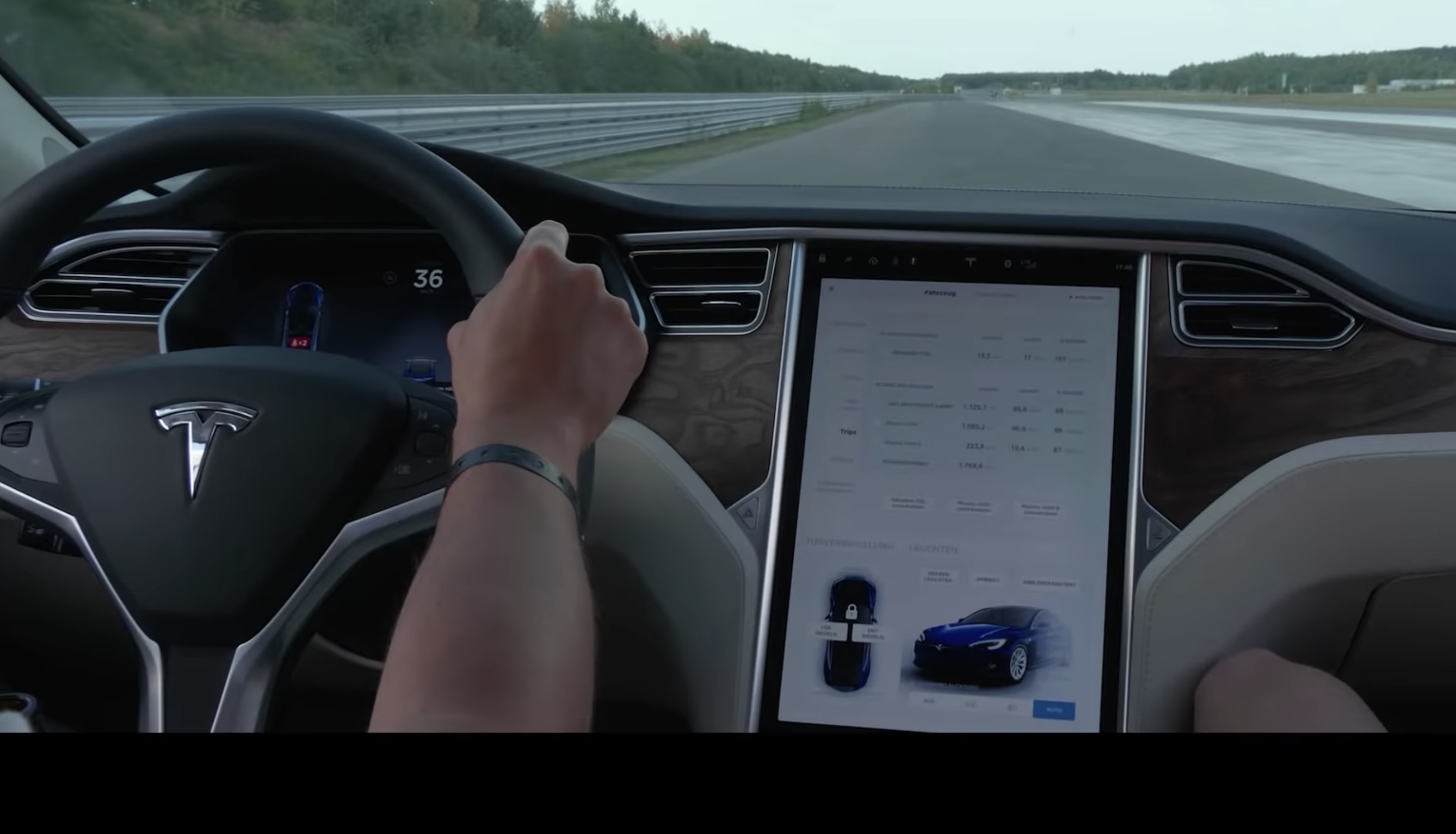 Tesla Model S 3 Set Hypermile Records 701 Mi 1128 Km And 623 1001 Respectively
