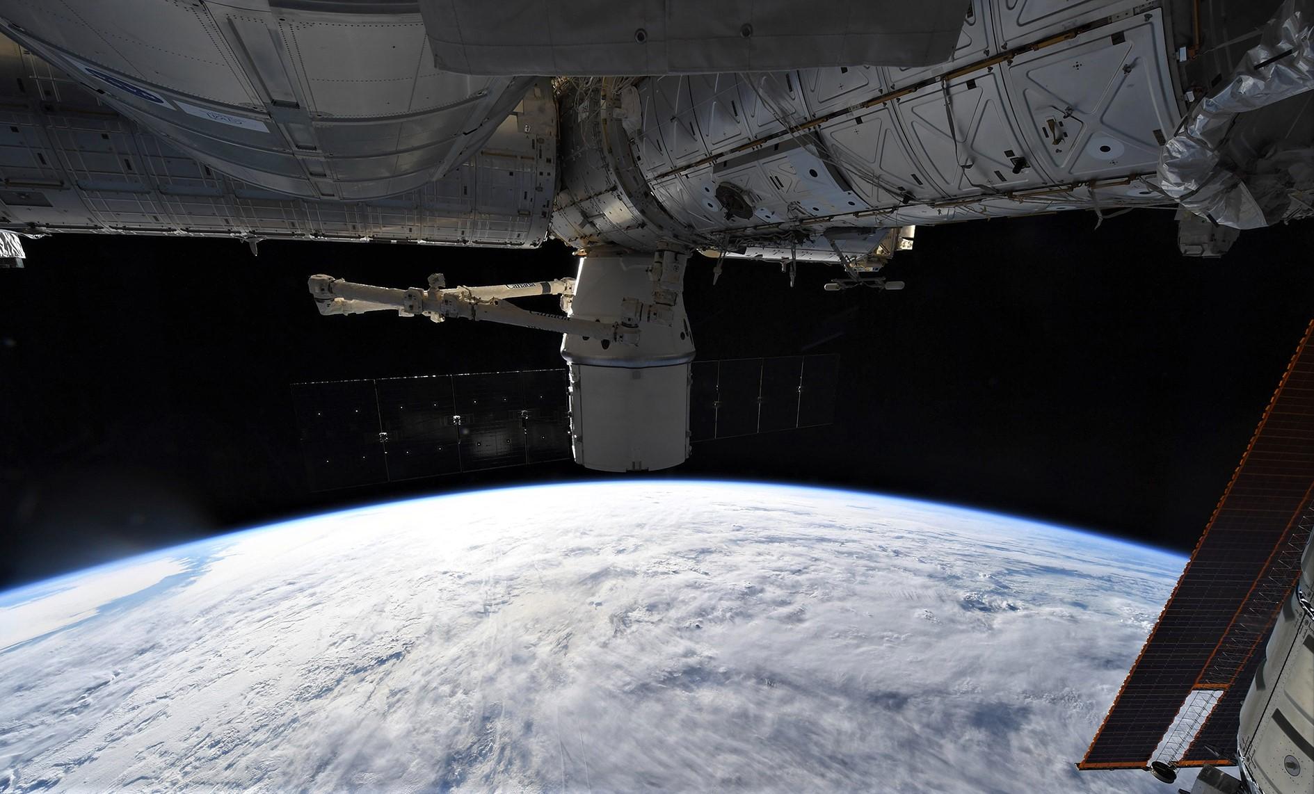 CRS-15 ISS arrival 070218 (Oleg Artemiev) 11
