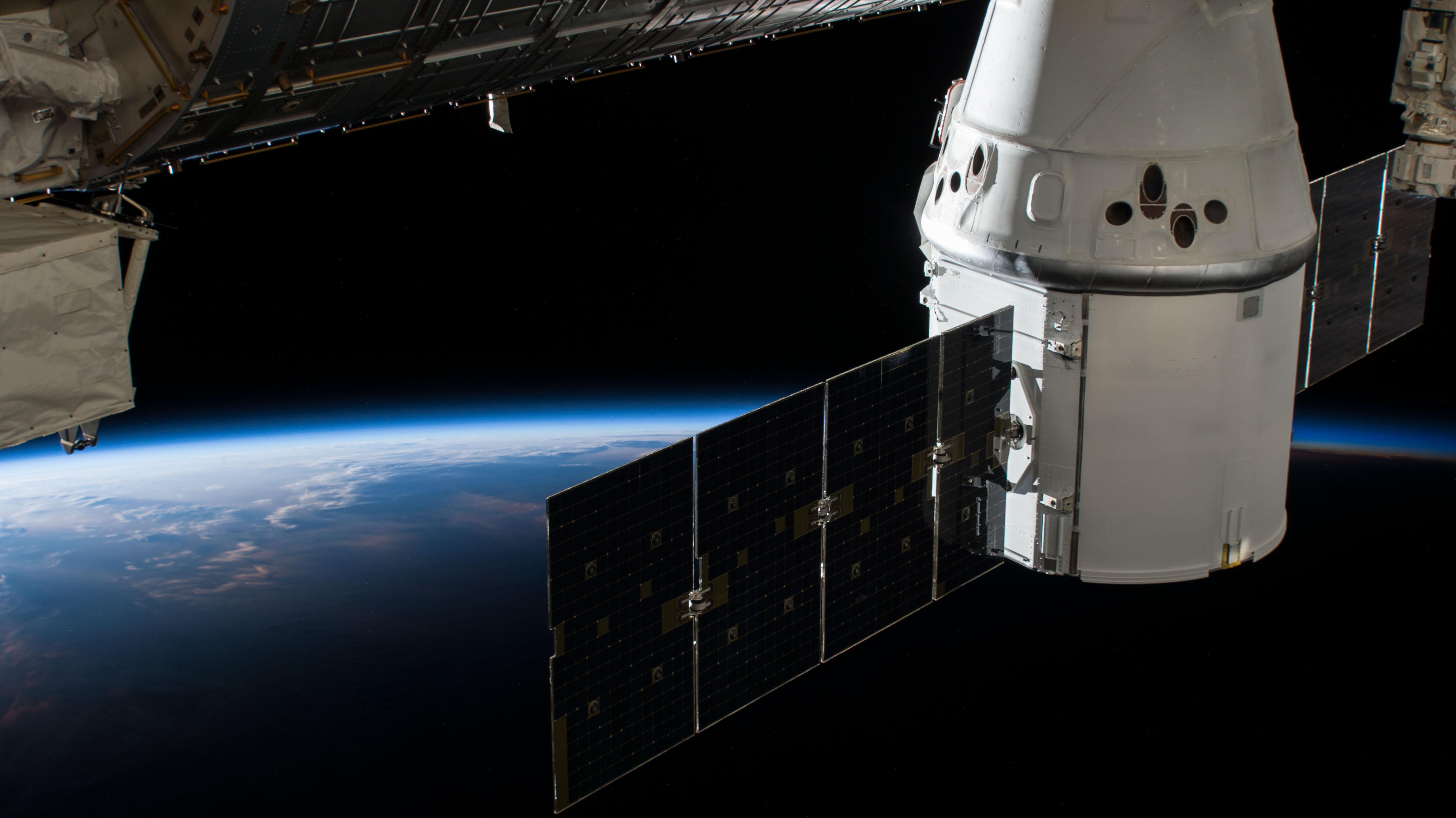 Cargo Dragon C110 CRS-15 070318 (NASA)