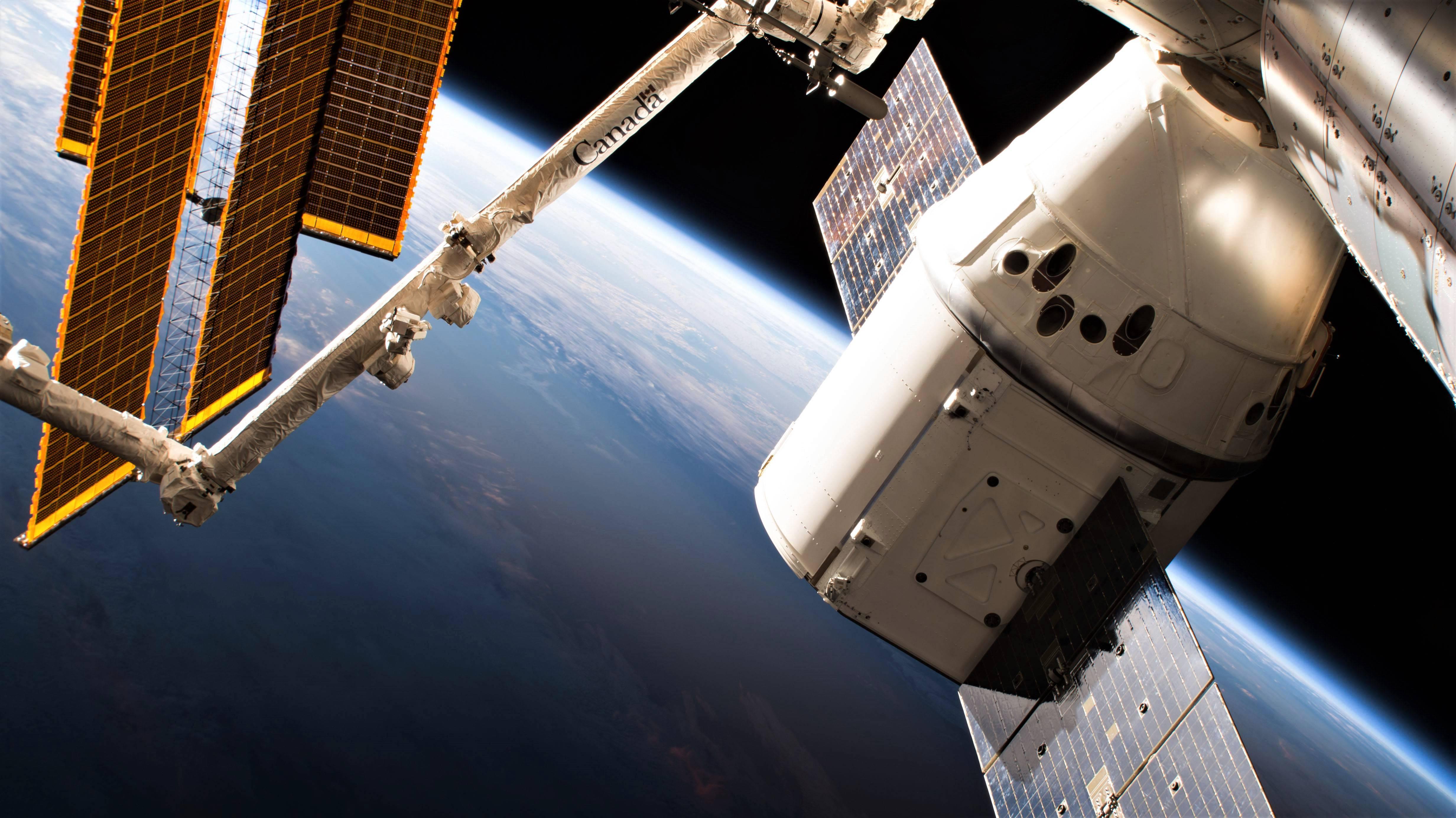 Cargo Dragon C110 CRS-15 071518 (NASA)