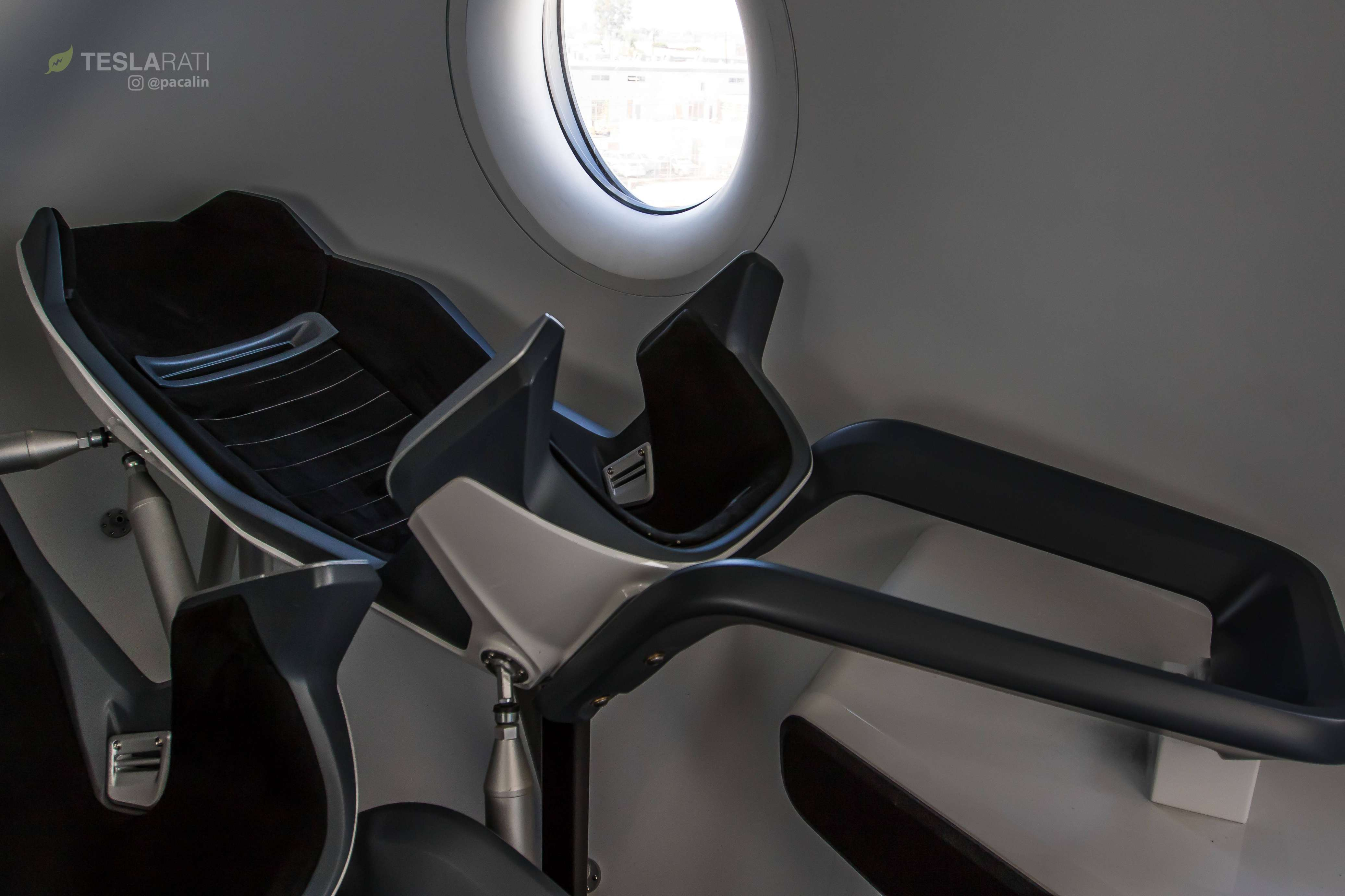 Crew Dragon simulator cabin 081318 (SpaceX) 1 (c)