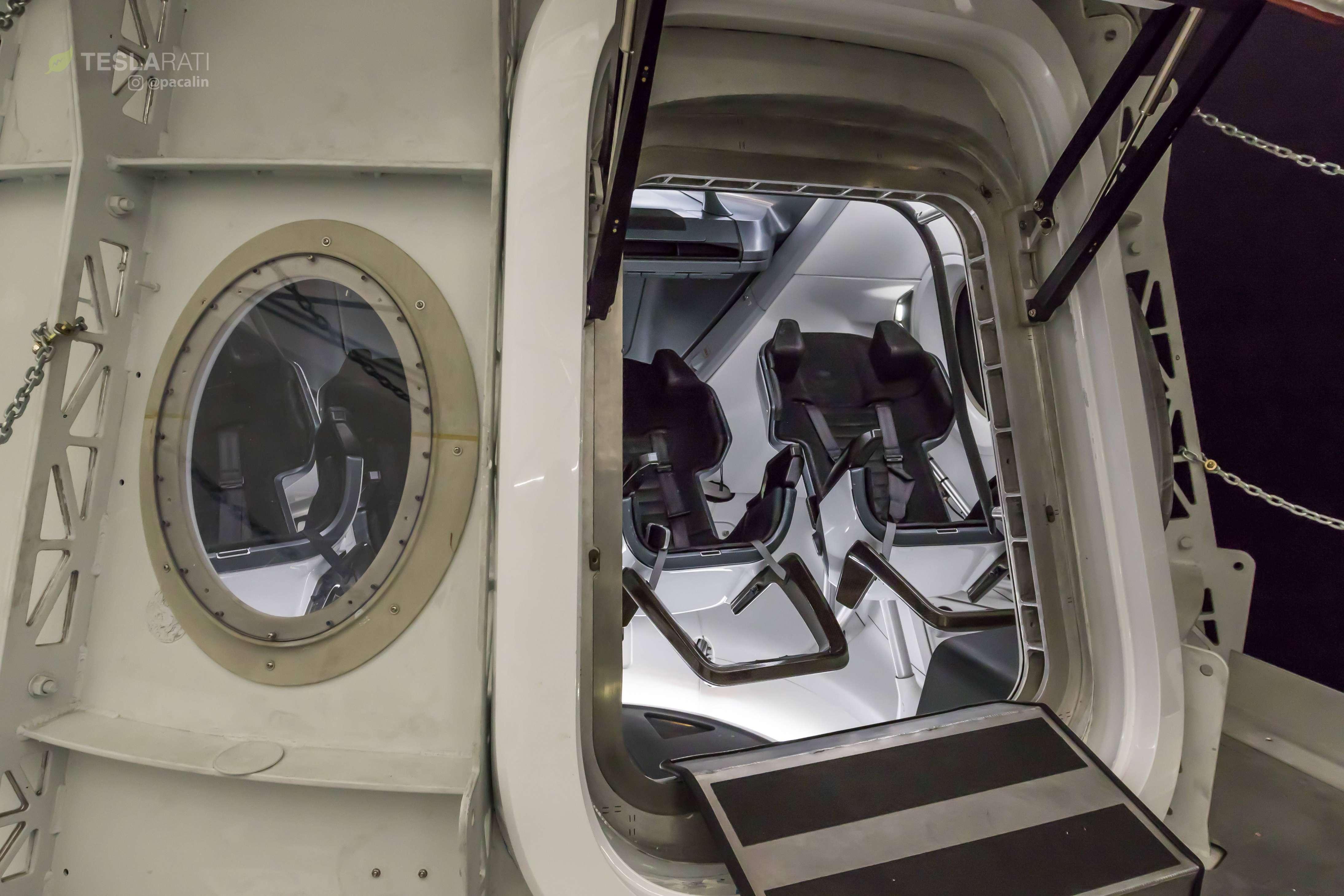 Crew Dragon simulator cabin 081318 (SpaceX) 10 (c)