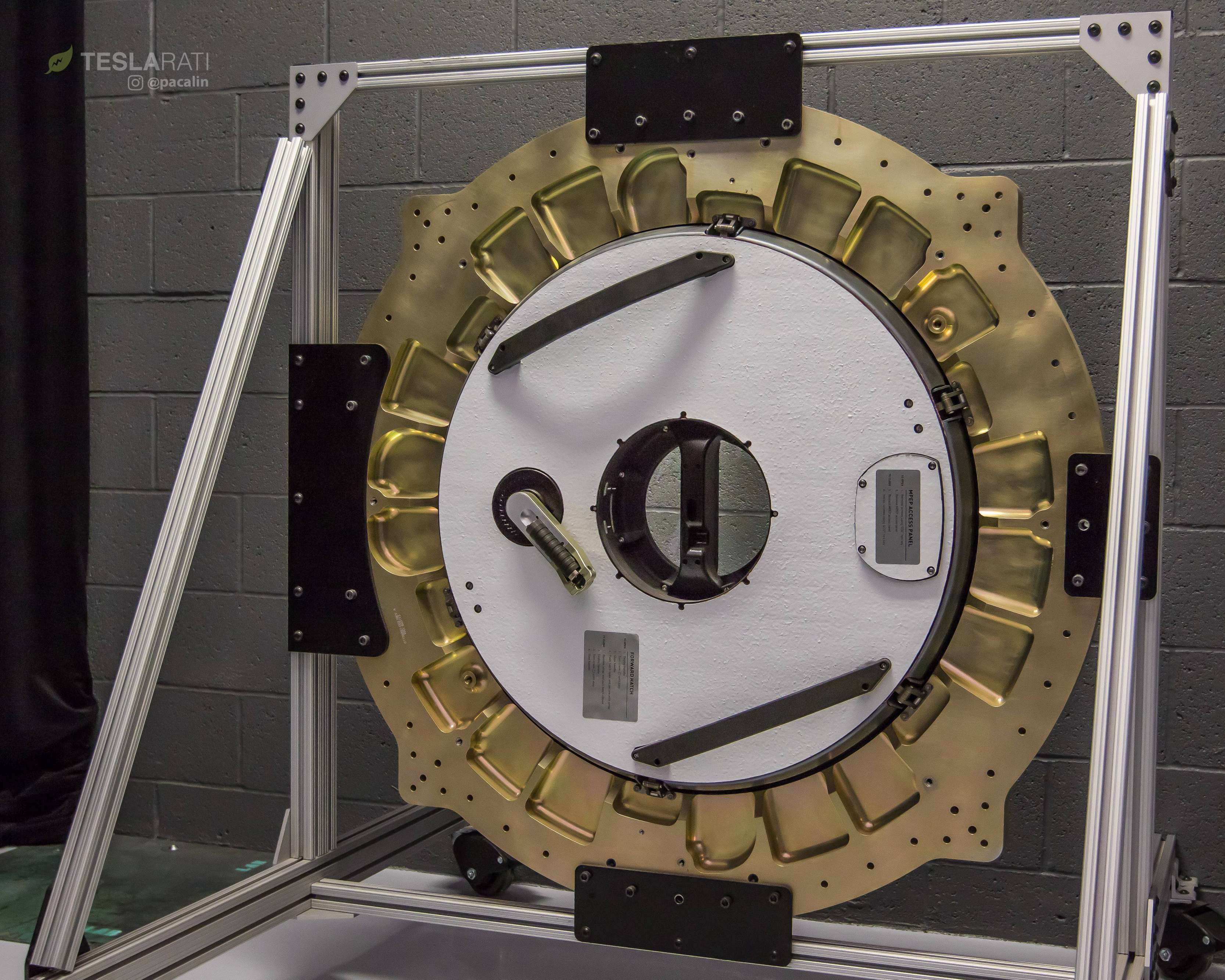 Crew Dragon simulator hatch 081318 (SpaceX) 2 (c)