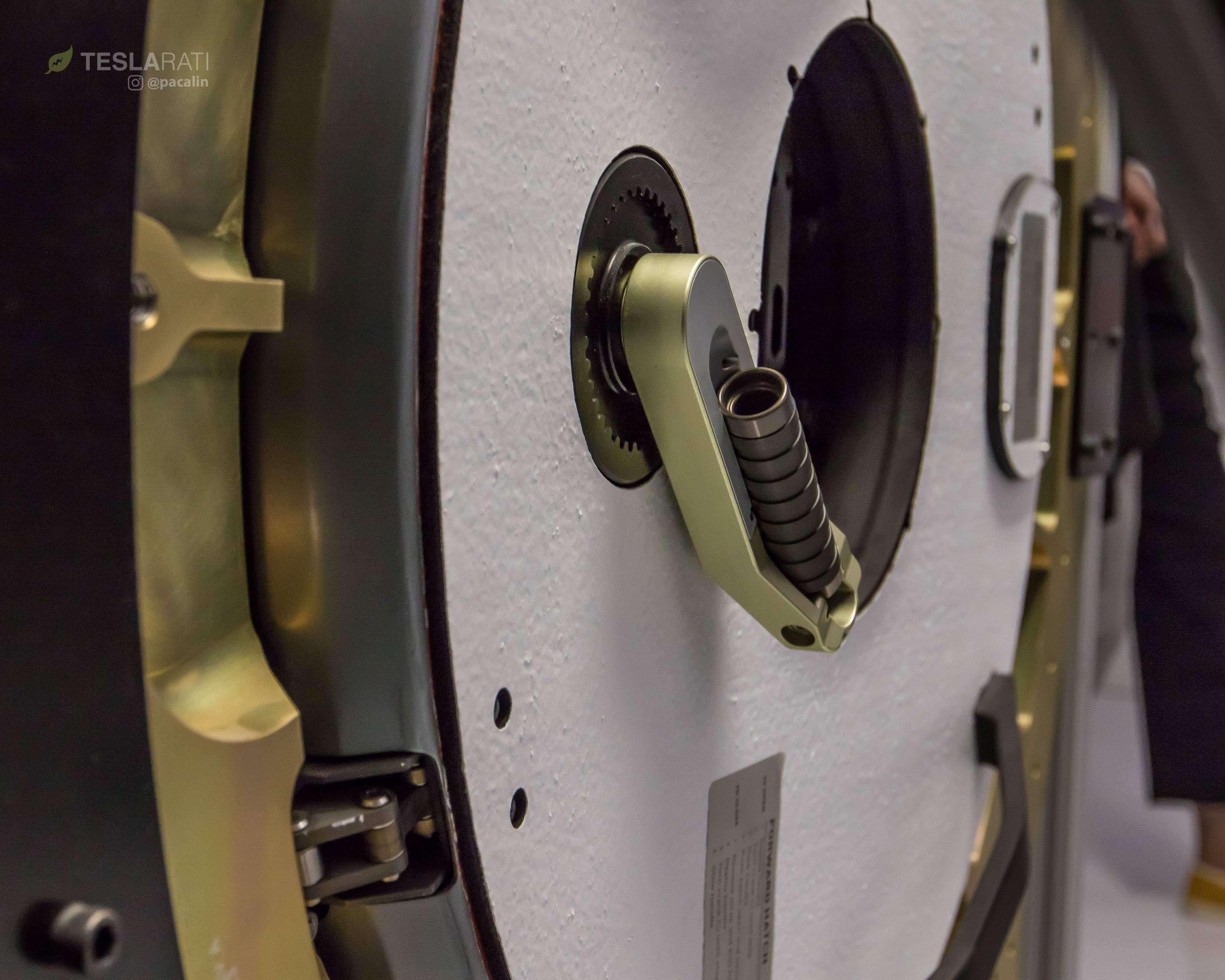Crew Dragon simulator hatch 081318 (SpaceX) 3 (c)