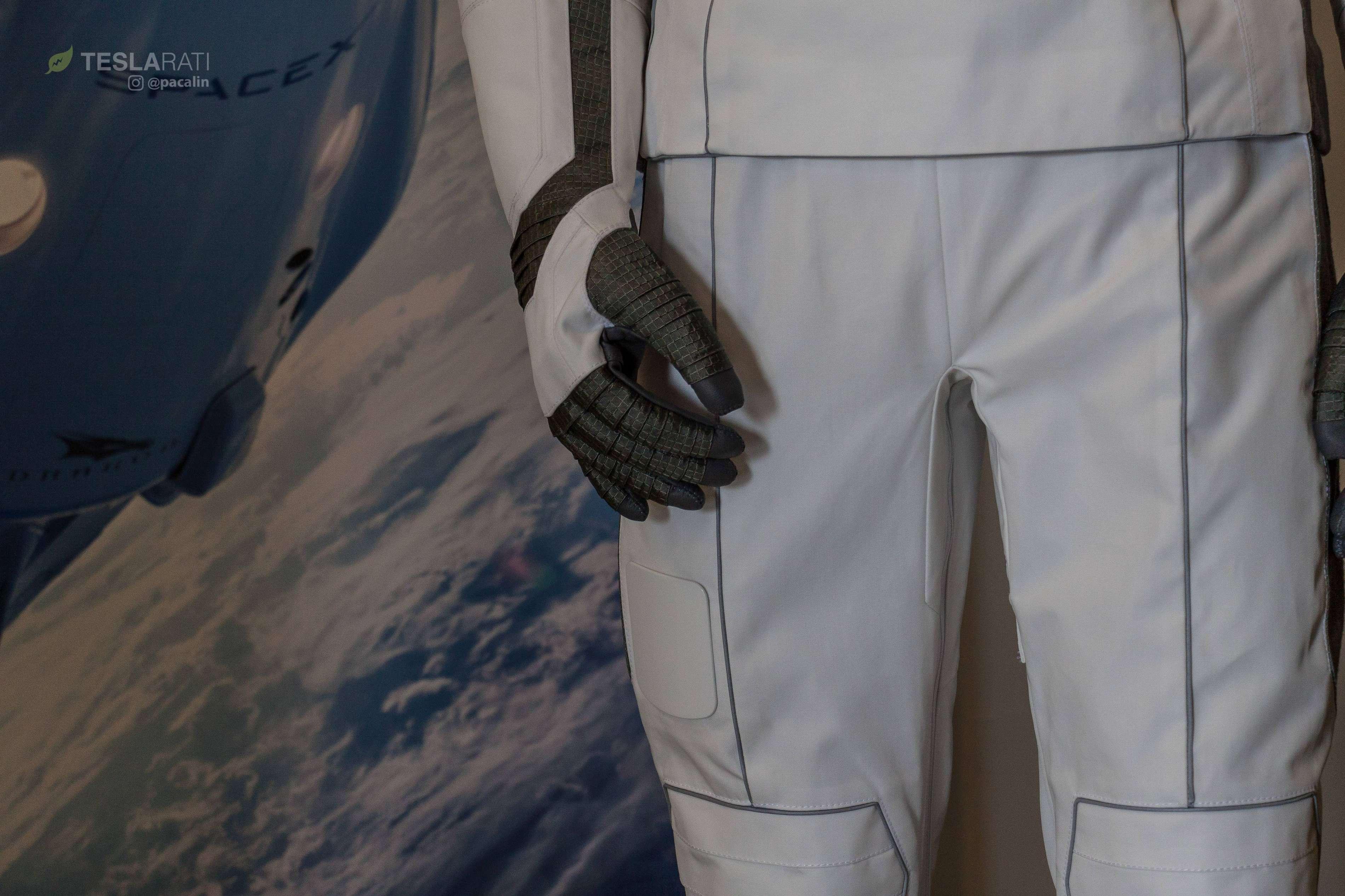 Crew Dragon spacesuit 081318 (SpaceX) 2 (c)
