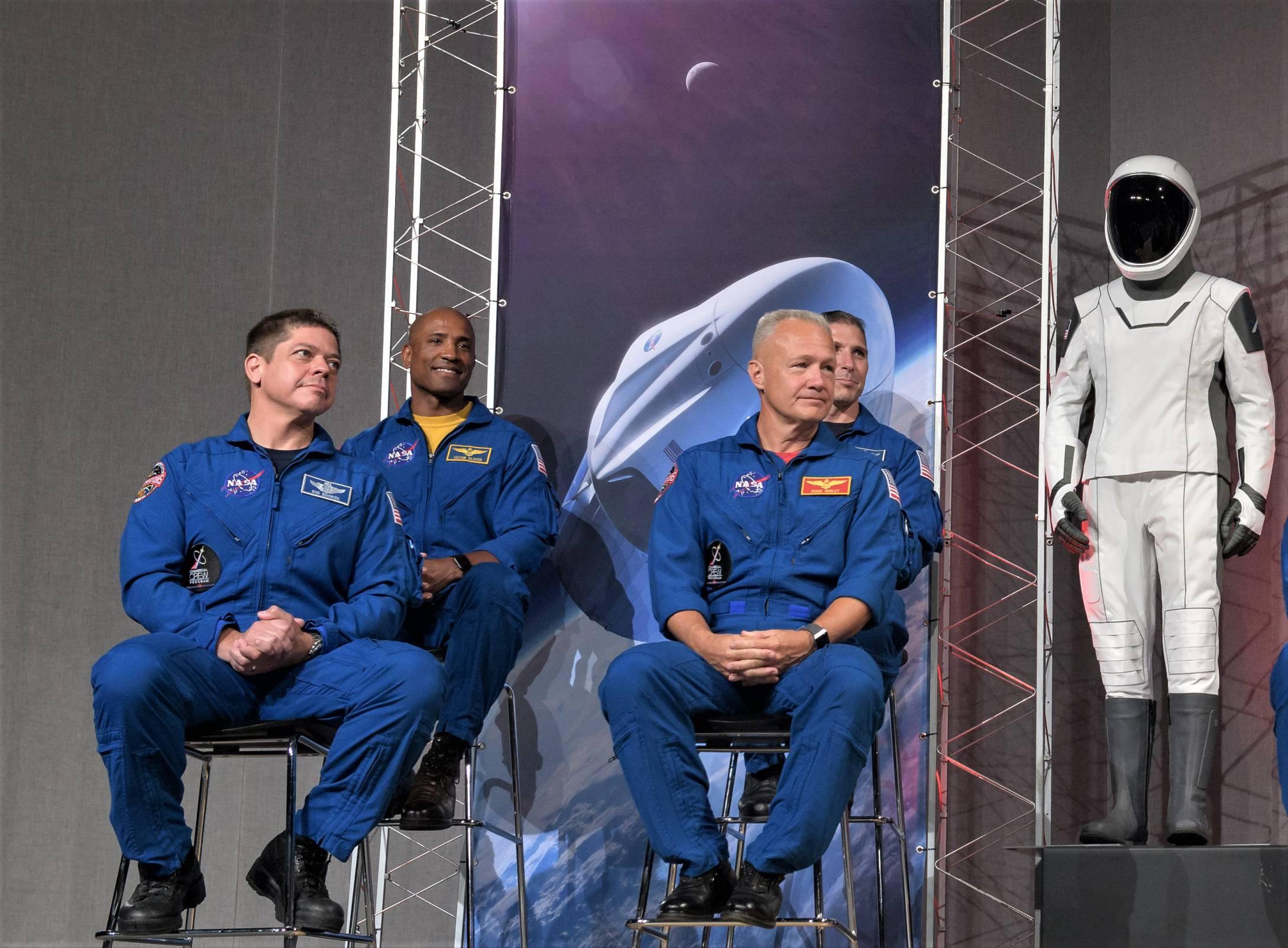 SpaceX spacesuit on display 080318 (NASA) 1(c)