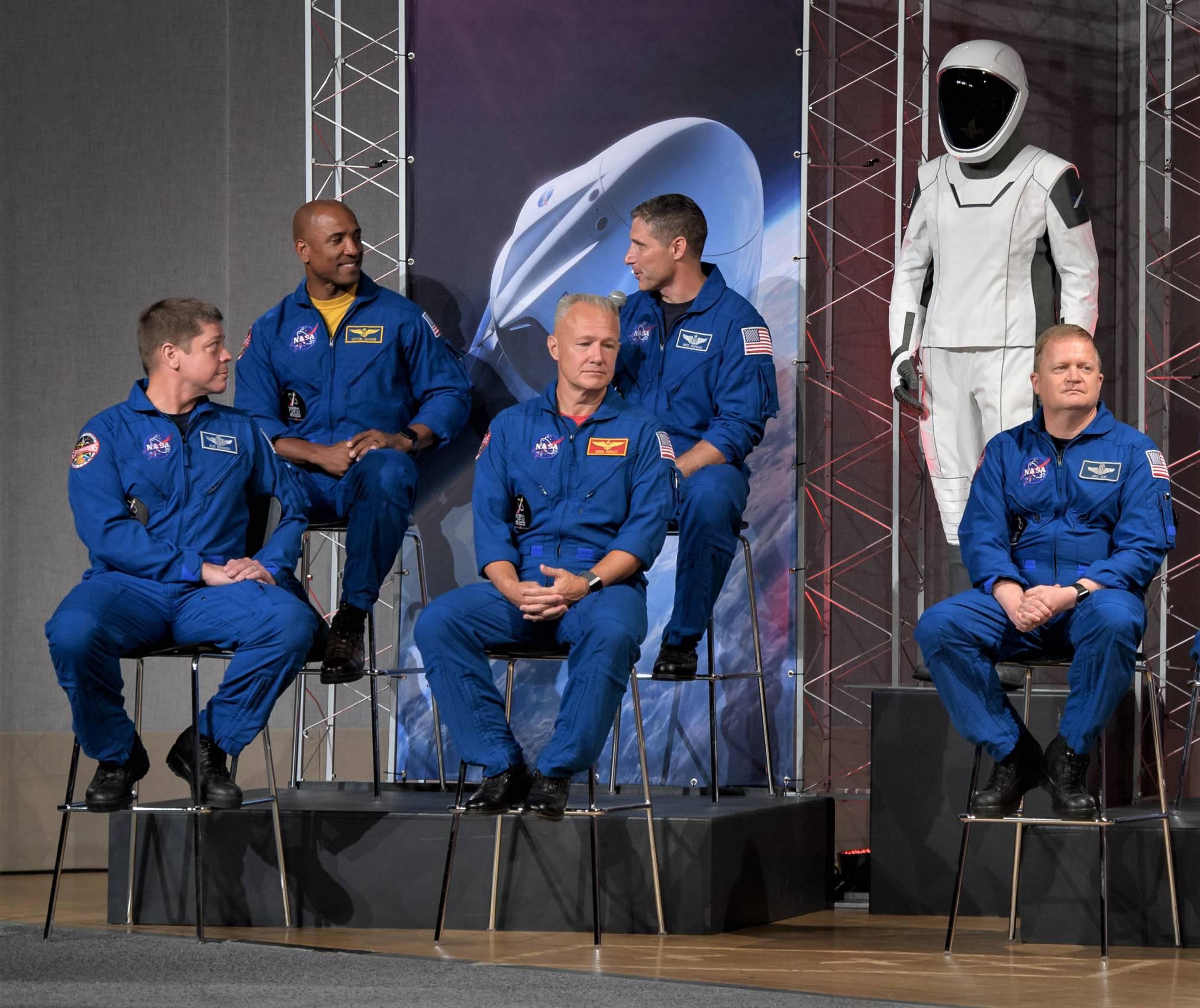 SpaceX spacesuit on display 080318 (NASA) 2(c)