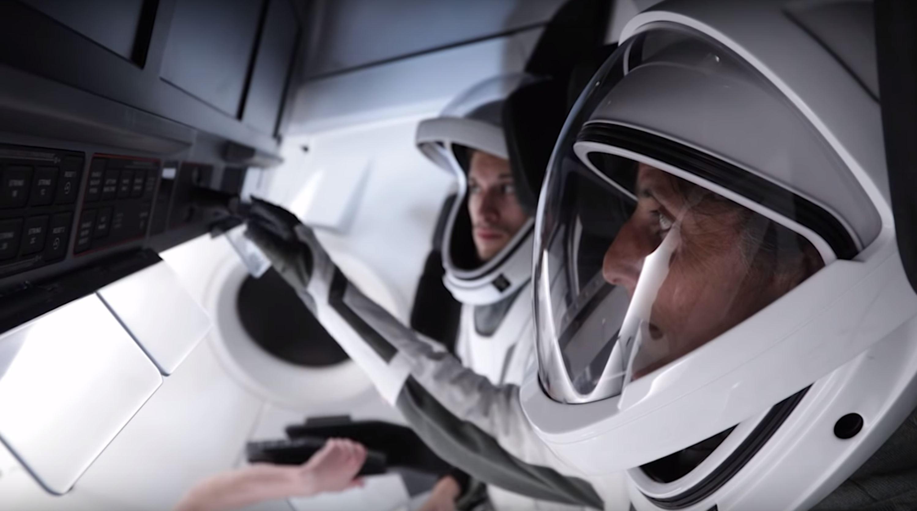 SpaceX spacesuit testing (SpaceX) 1