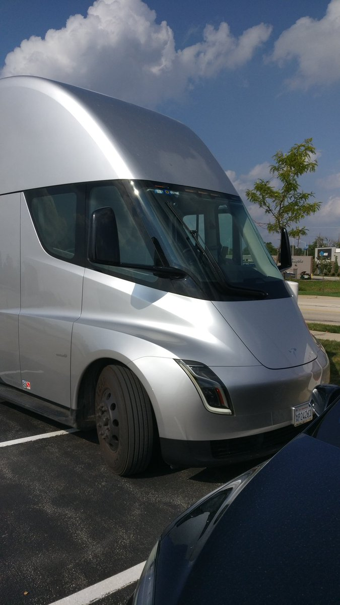 tesla-semi-chicago