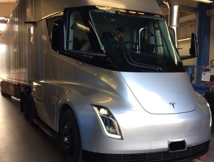 tesla-semi-tractor-donner-pass-chp-inspection-splash
