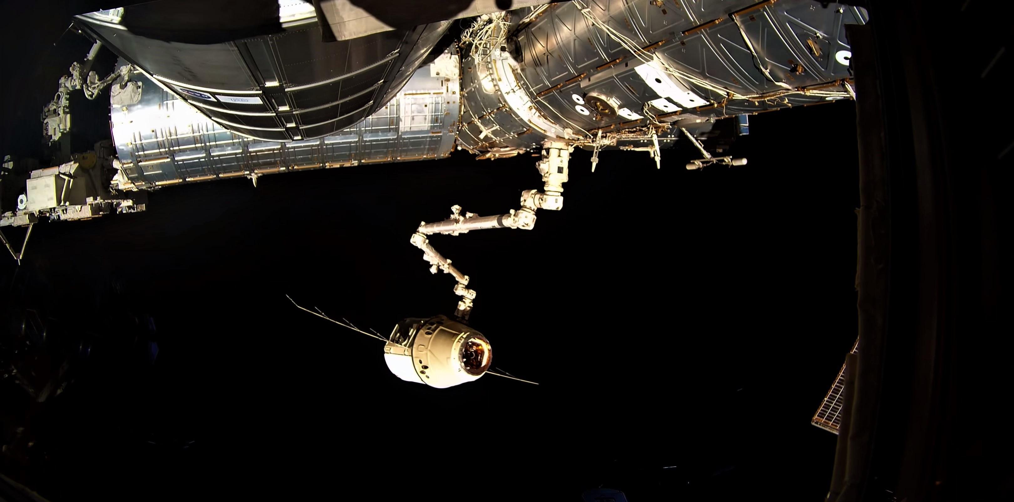 CRS-15 departure 4K (ESA) 5