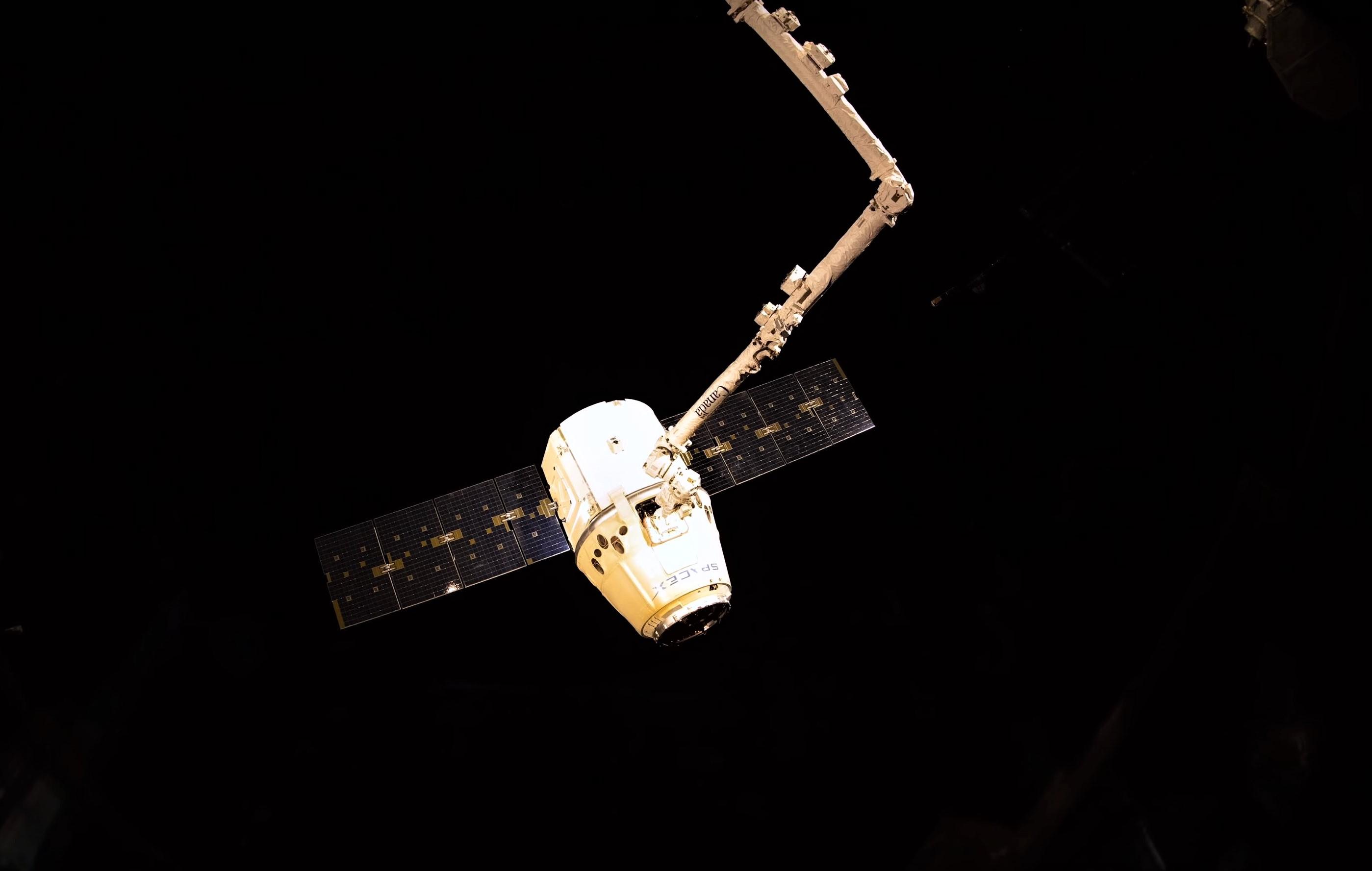 CRS-15 departure 4K (ESA) 8