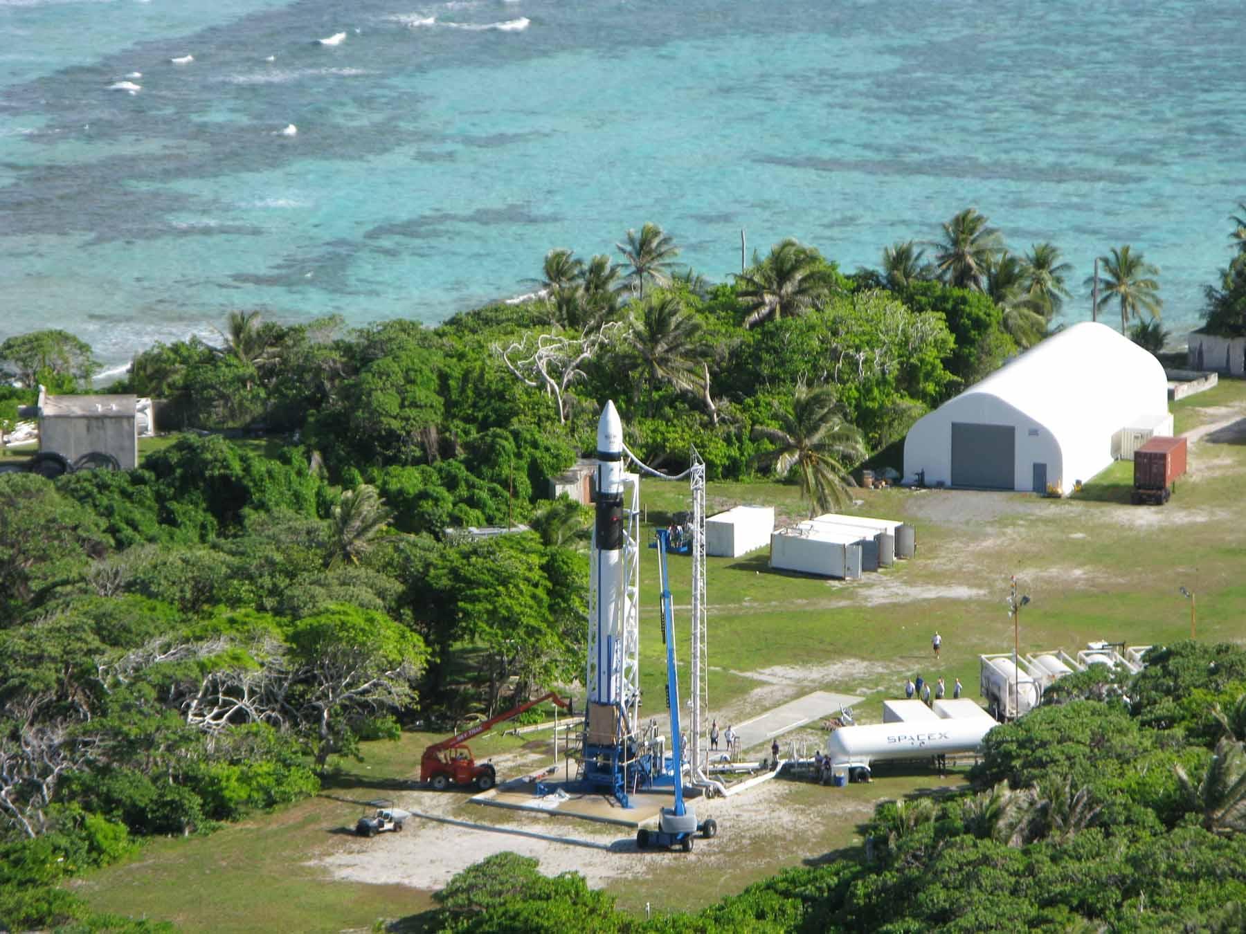 Falcon 1 Flight 3 prep (SpaceX)