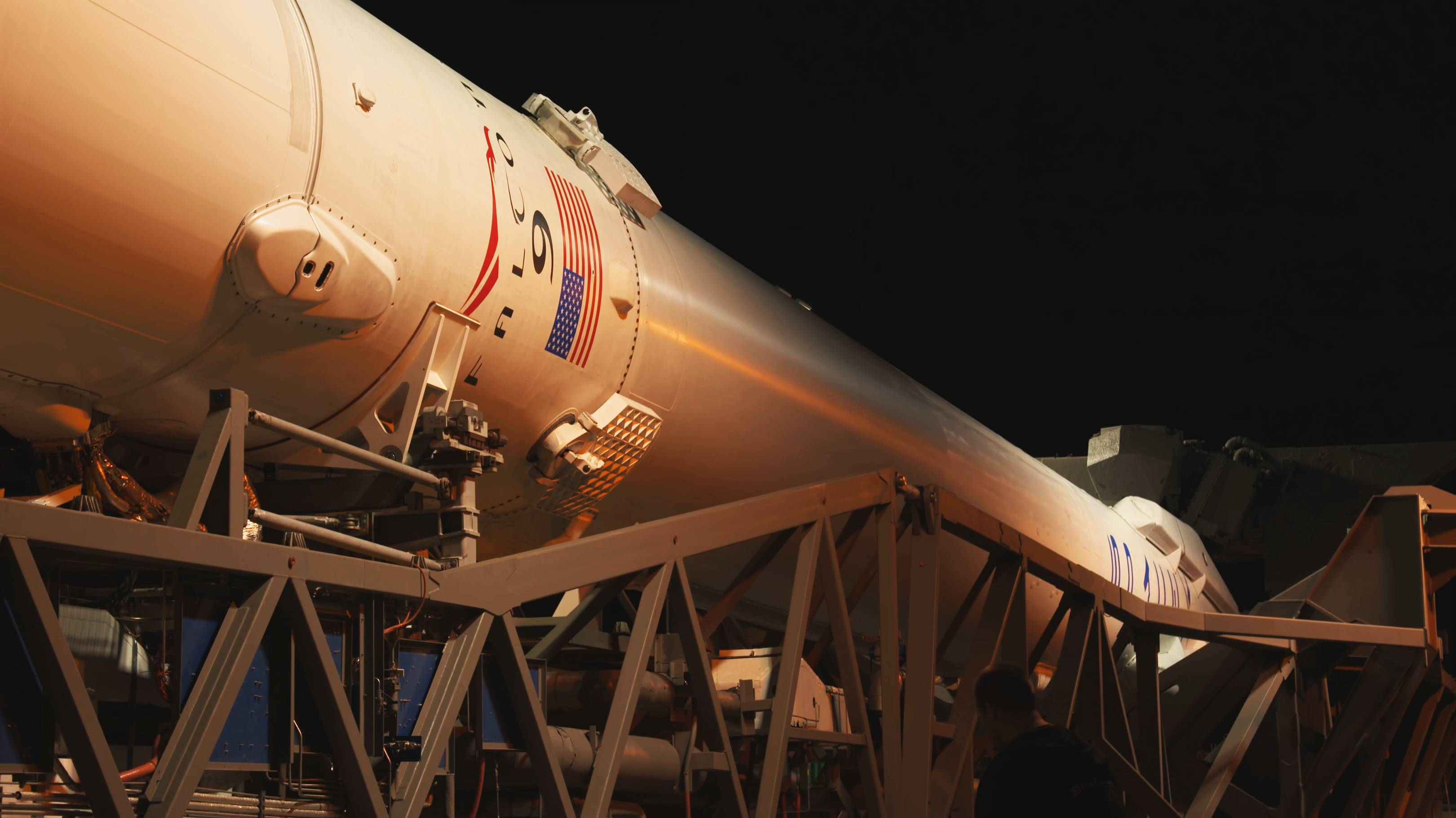 Falcon 9 B1045 TESS rollout (NASA) 10(c)