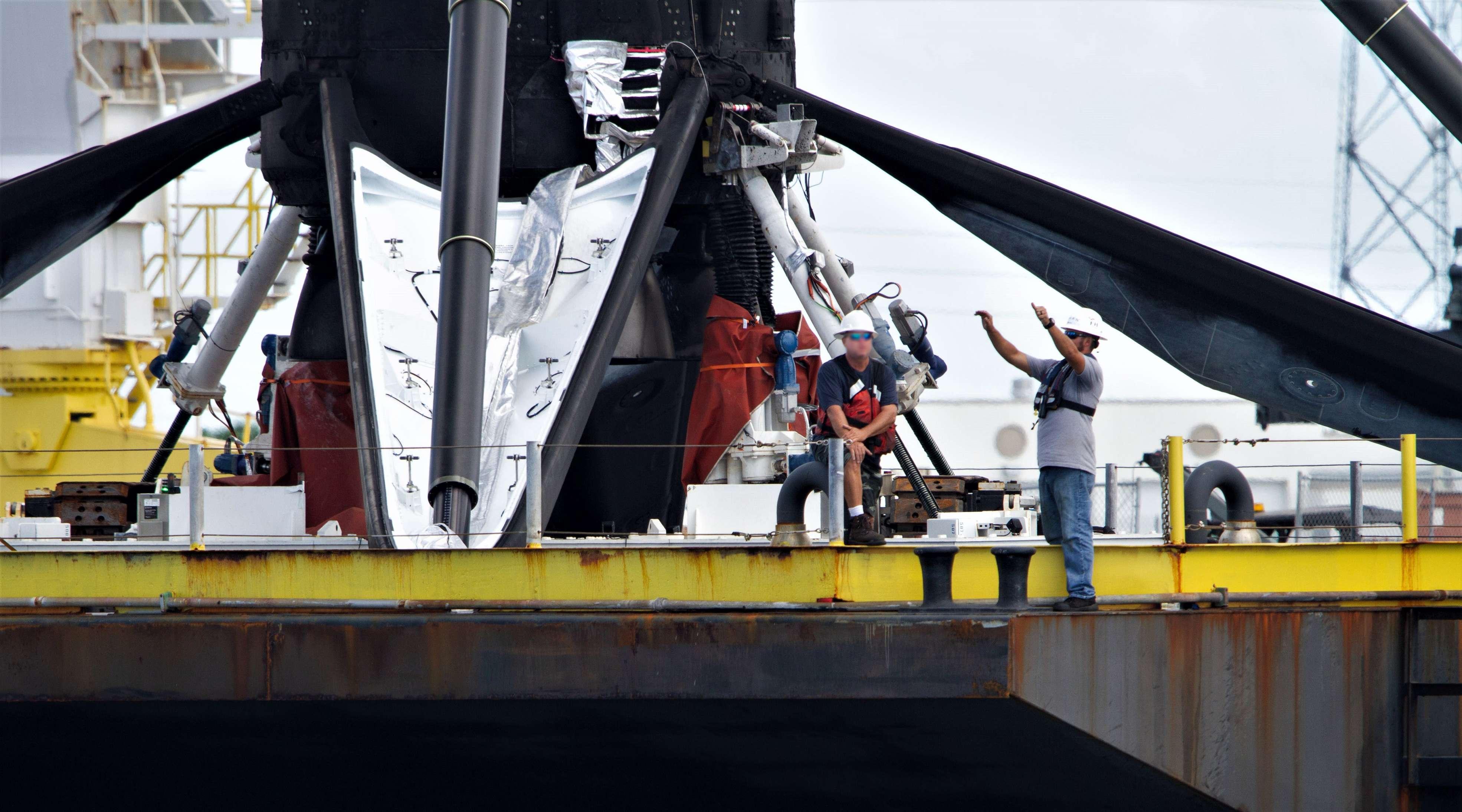 Falcon 9 B1049 OCISLY return detail 091218 (Tom Cross) 2(c)