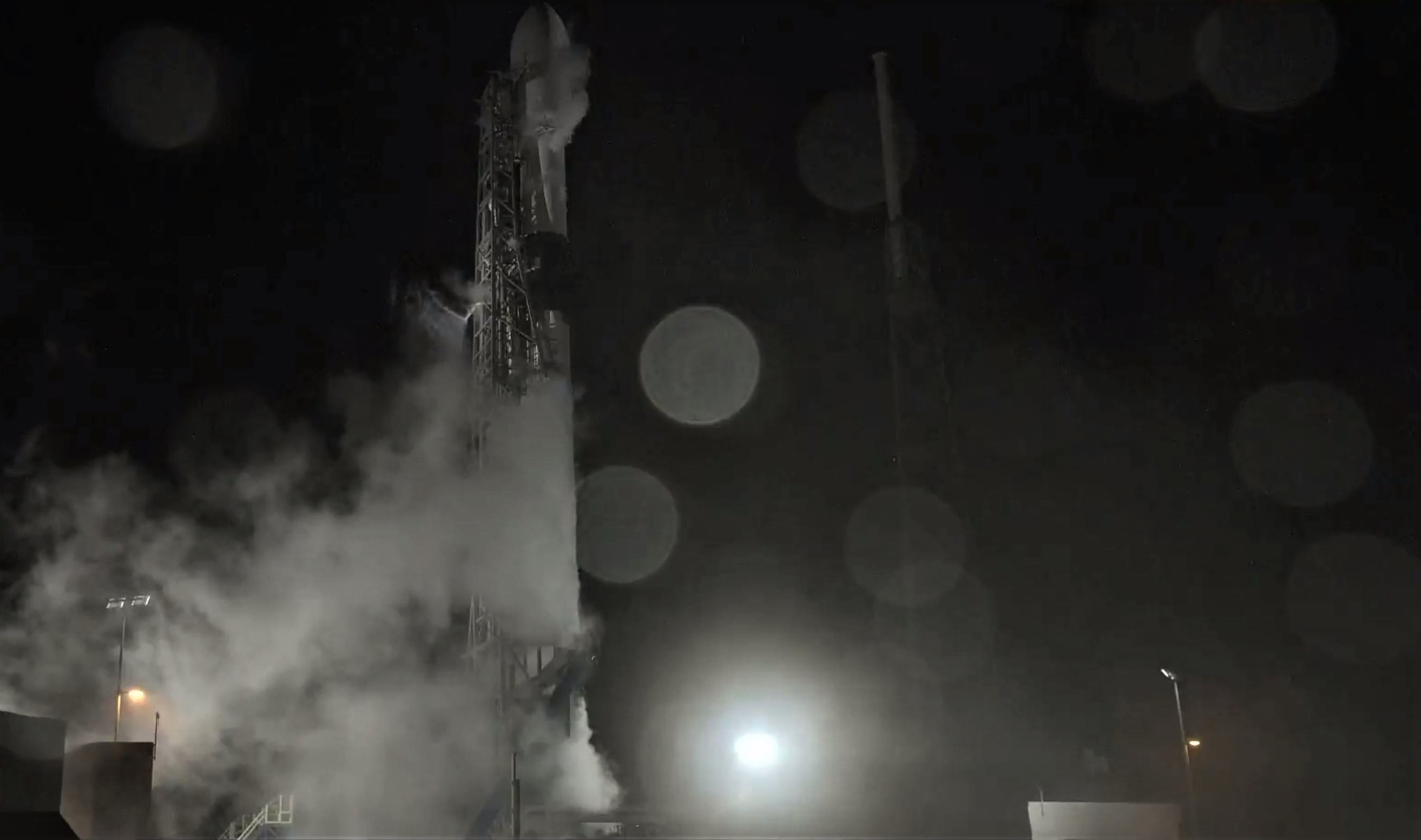 Falcon 9 B1049 Telstar 18V (SpaceX) 1
