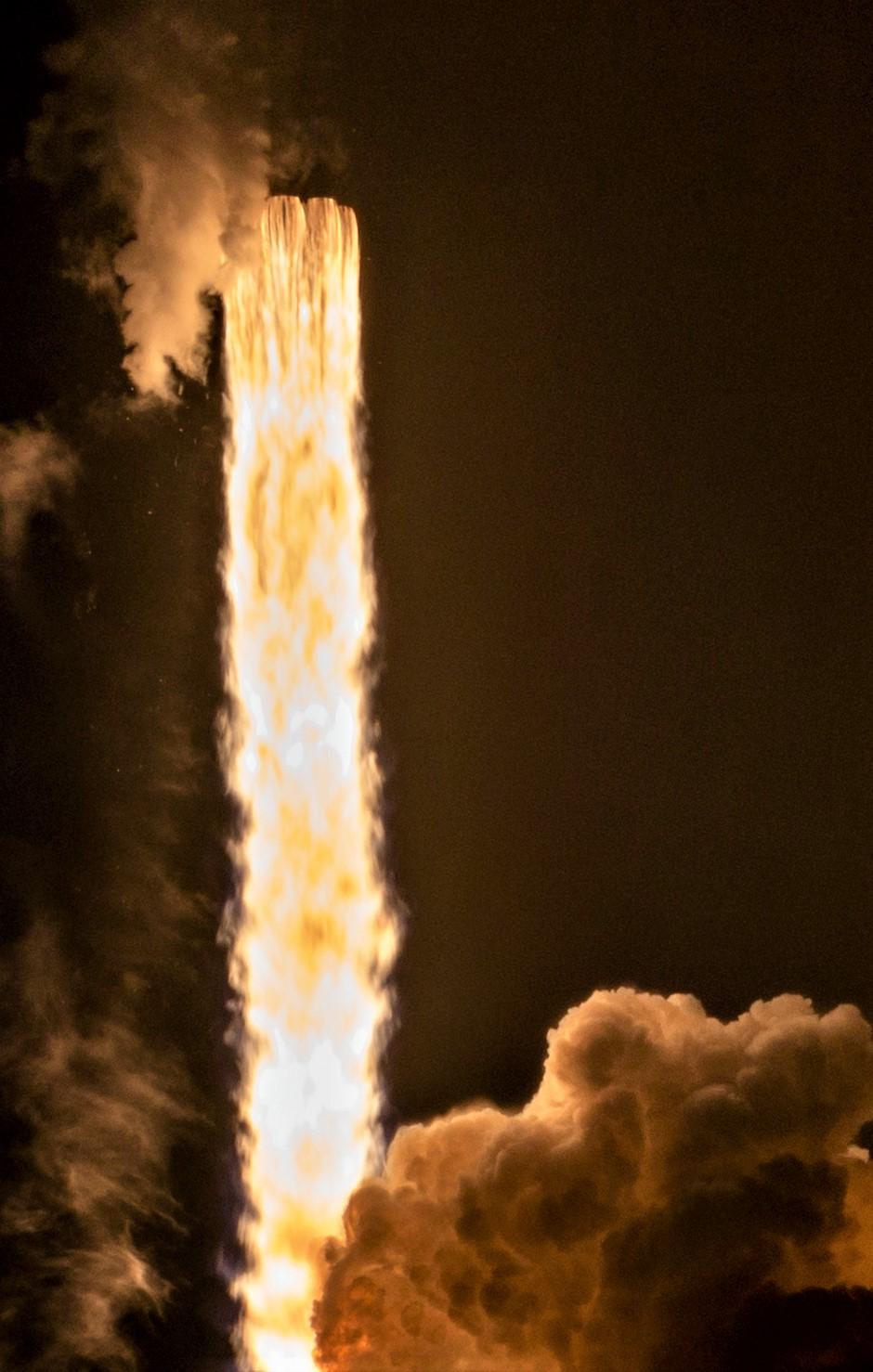 Falcon 9 B1049 Telstar 18V launch (Tom Cross) 3
