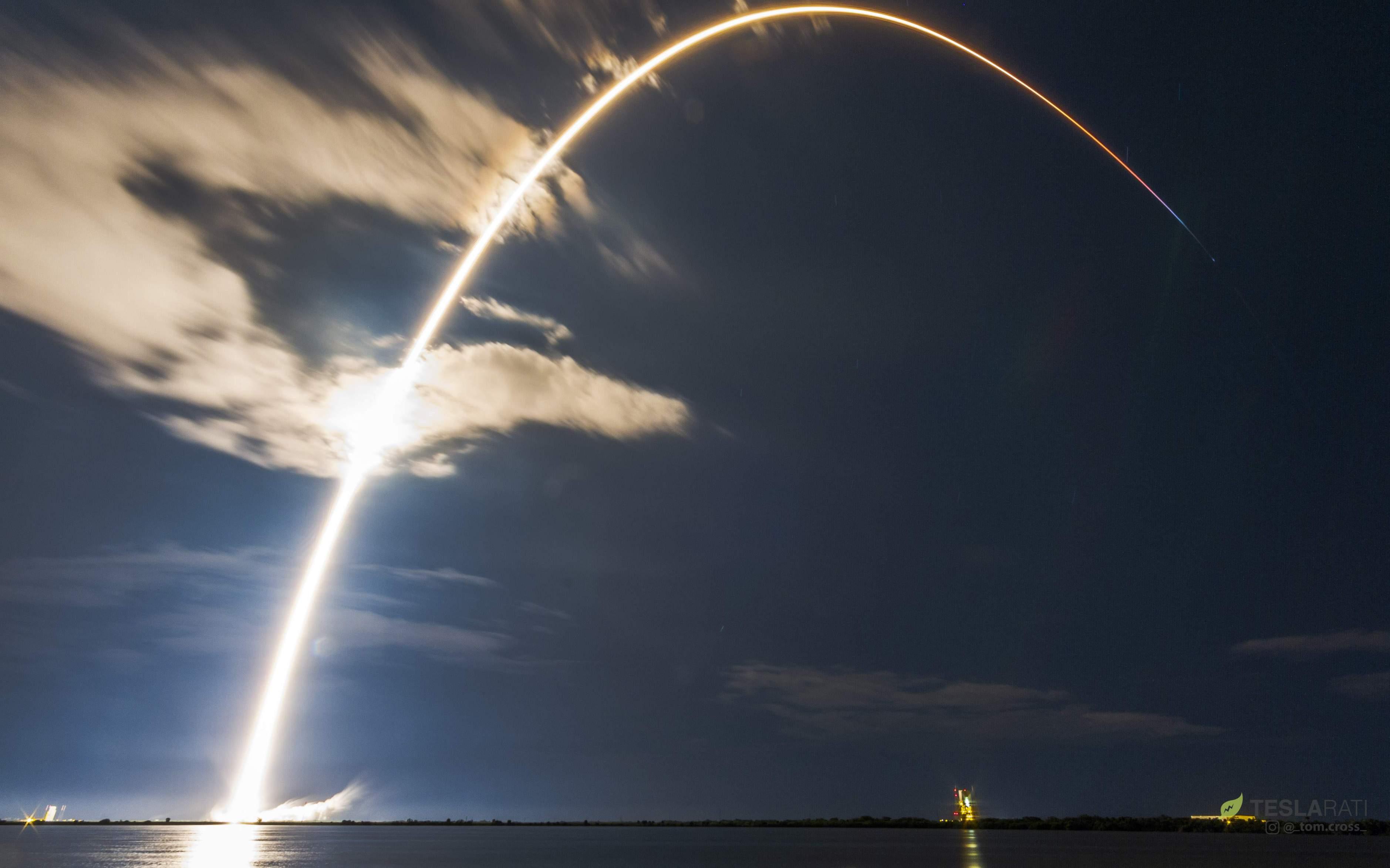 Falcon 9 B1049 Telstar 18V launch streak (Tom Cross)