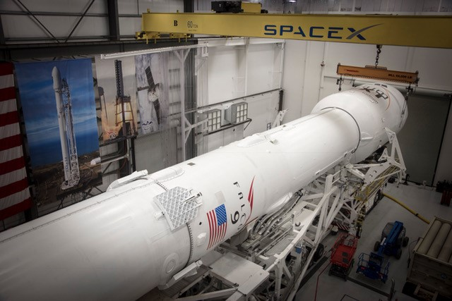 Iridium-1 Falcon 9 SLC-4 hangar (SpaceX) 2