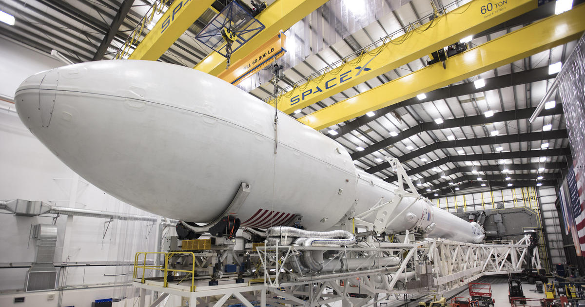 Iridium-1 Falcon 9 SLC-4 hangar (SpaceX) 3