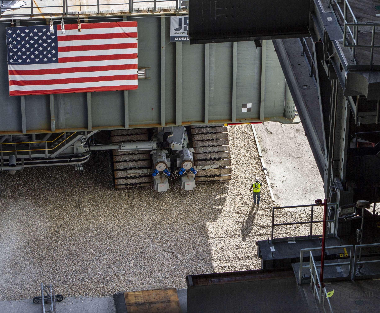 SLS ML-1 VAB entrance Sept 2018 (Tom Cross) 4(c)