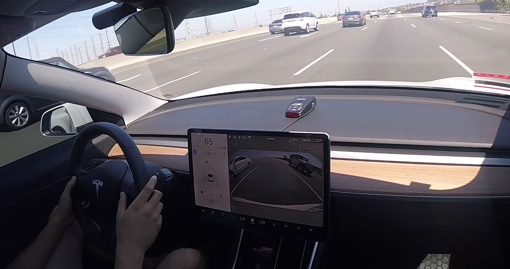 tesla autopilot shows off blind spot detection prowess ahead of software v9 release. Black Bedroom Furniture Sets. Home Design Ideas