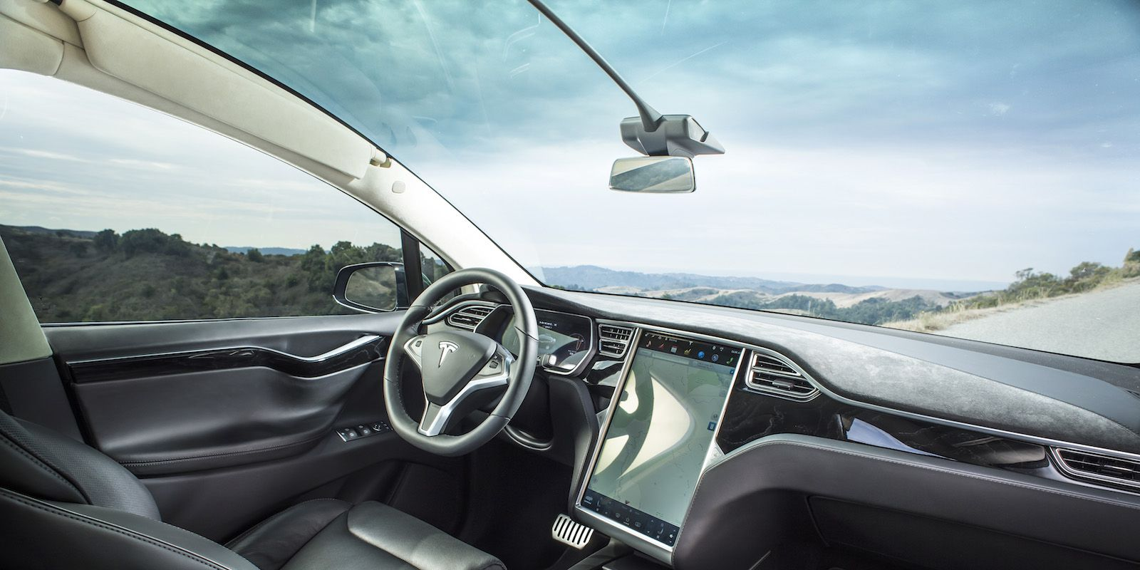 Tesla Brings Back Radio To Its Cars But It Costs $500