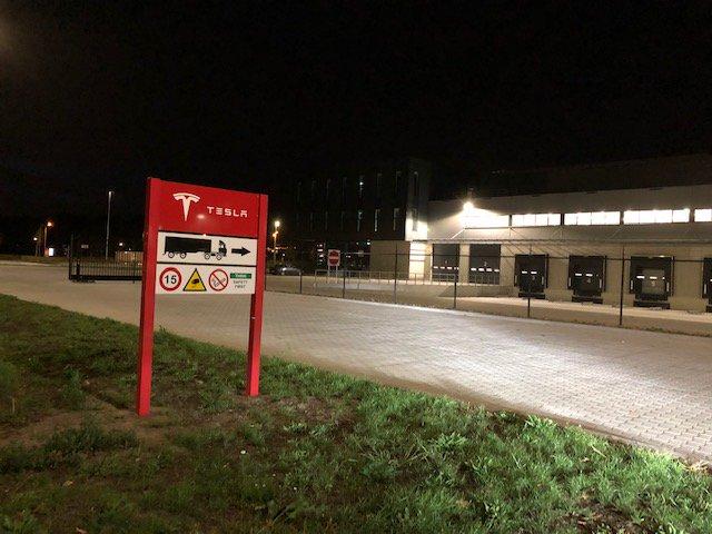 tesla-center-nl-4