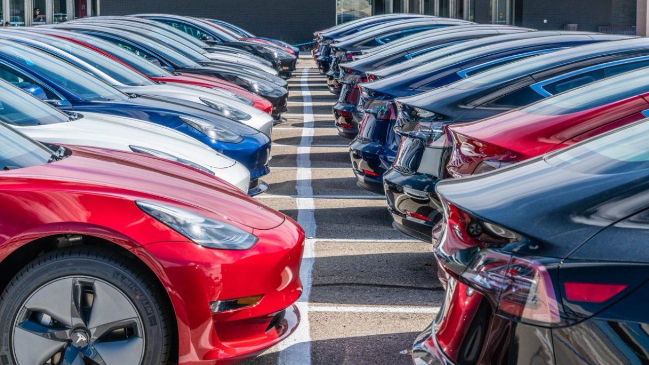 Tesla не может доставить покупателям свыше 10 000 электромобилей
