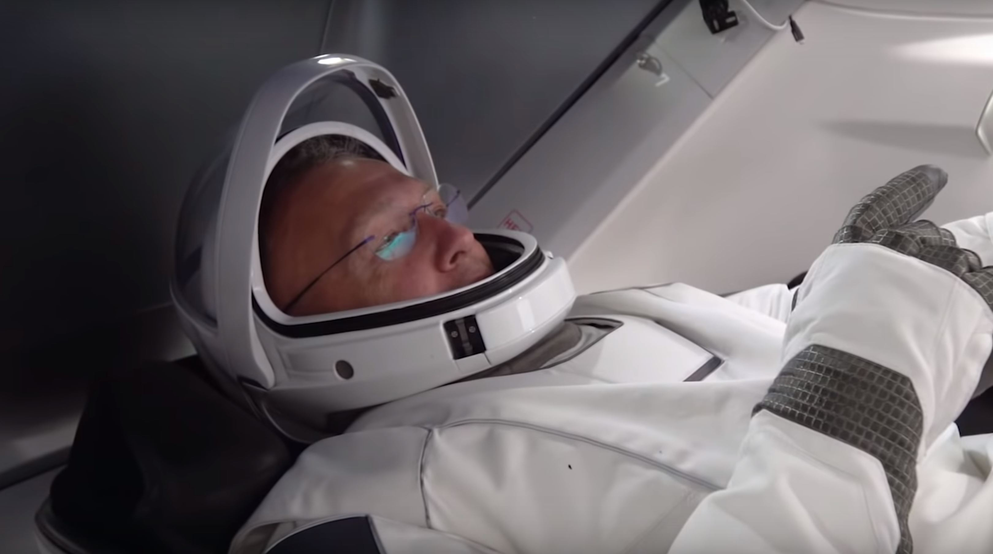 Crew Dragon suit & display tests (NASA-SpaceX) 1