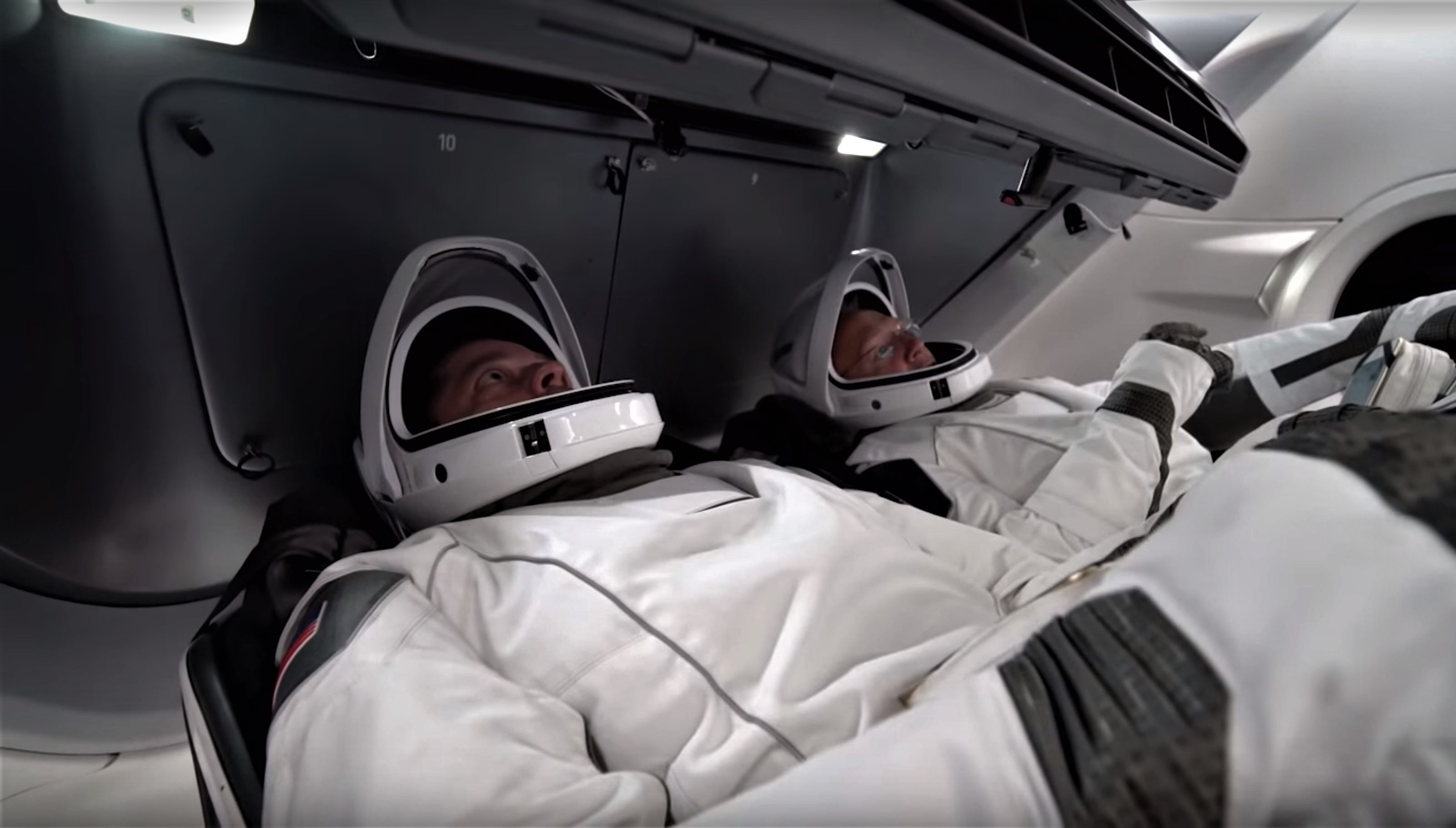 Crew Dragon suit & display tests (NASA-SpaceX) 2