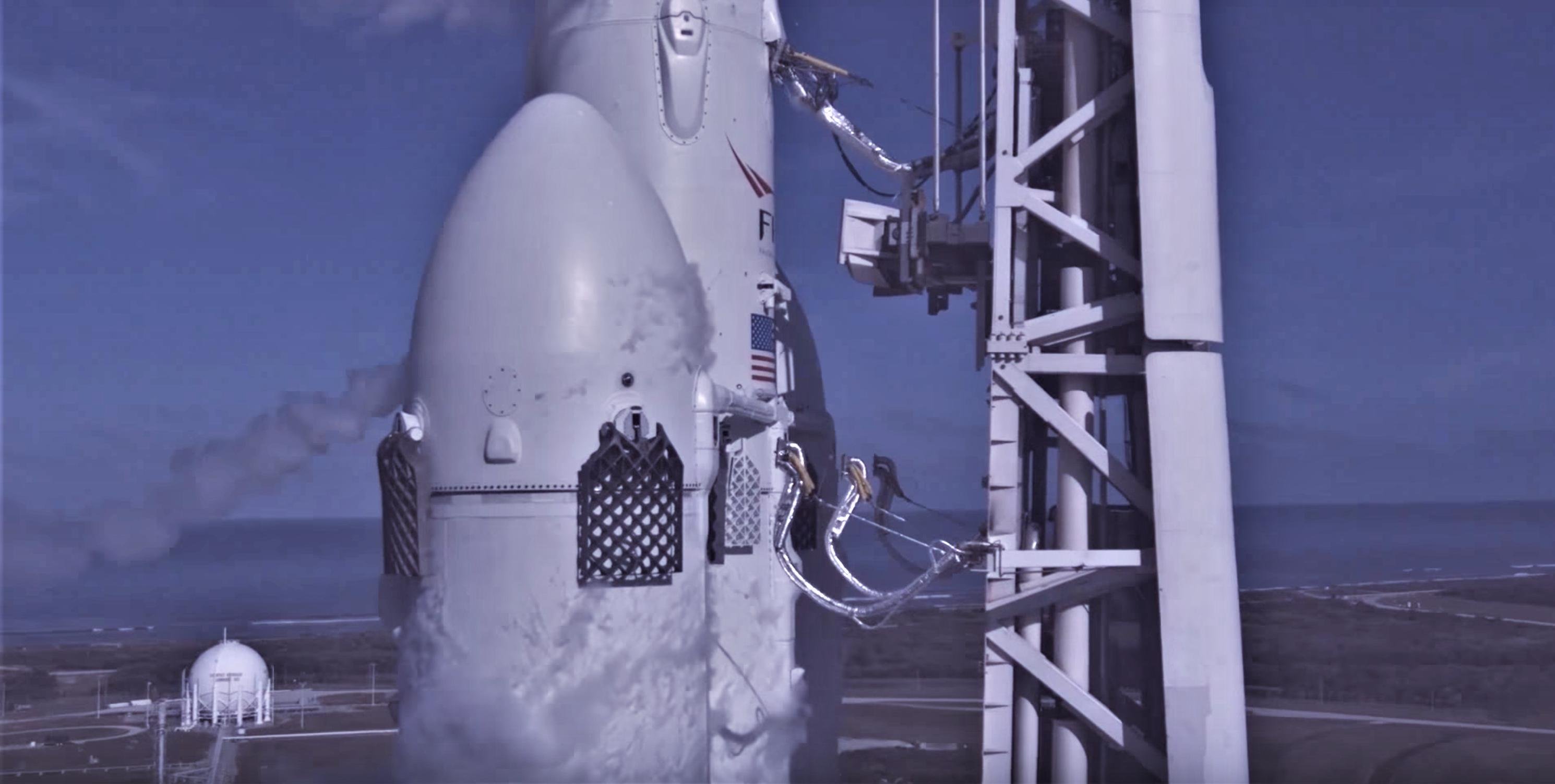 FH liftoff umbilicals view (SpaceX)