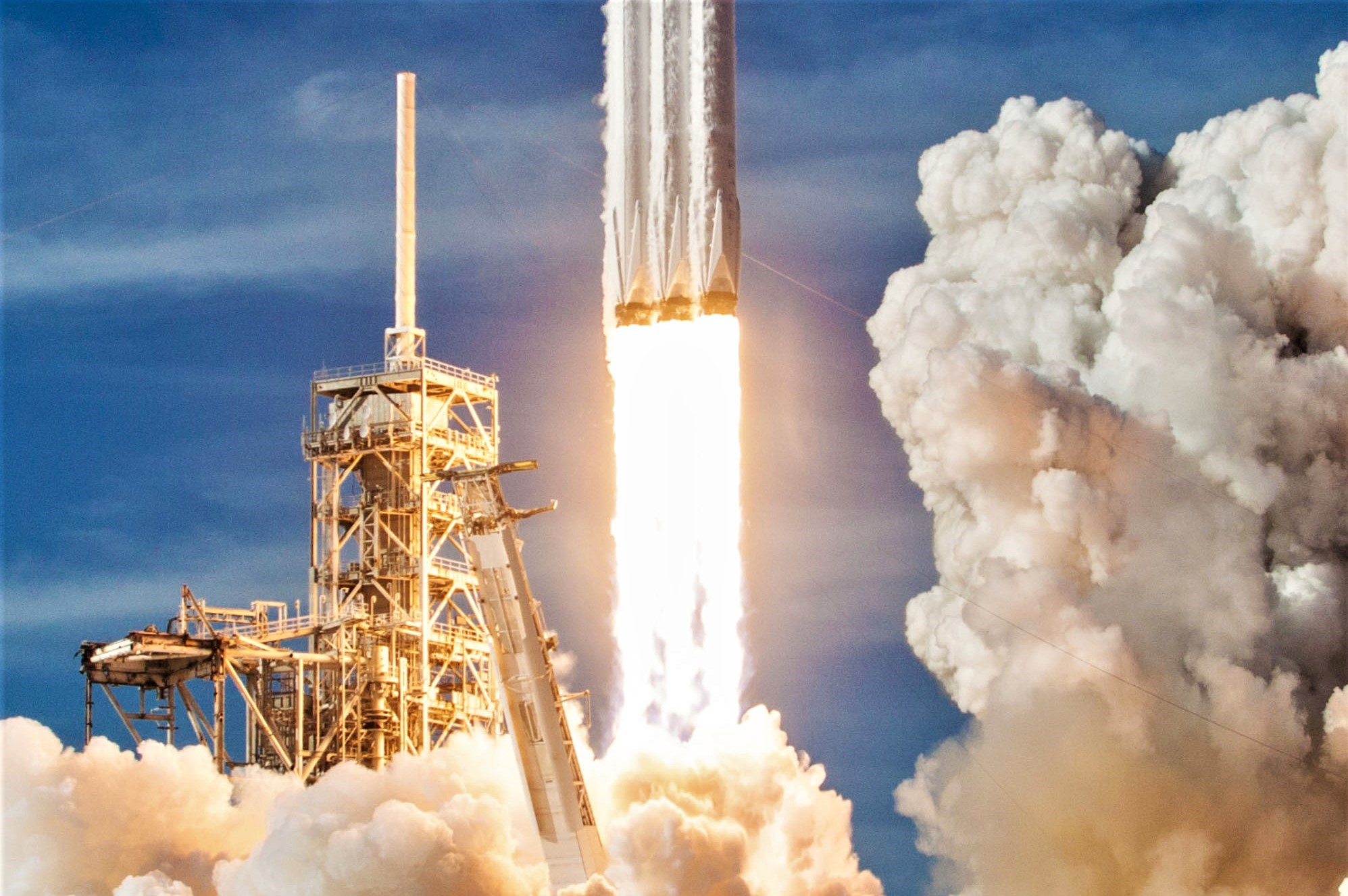 Falcon Heavy liftoff from 39A (SpaceX) crop