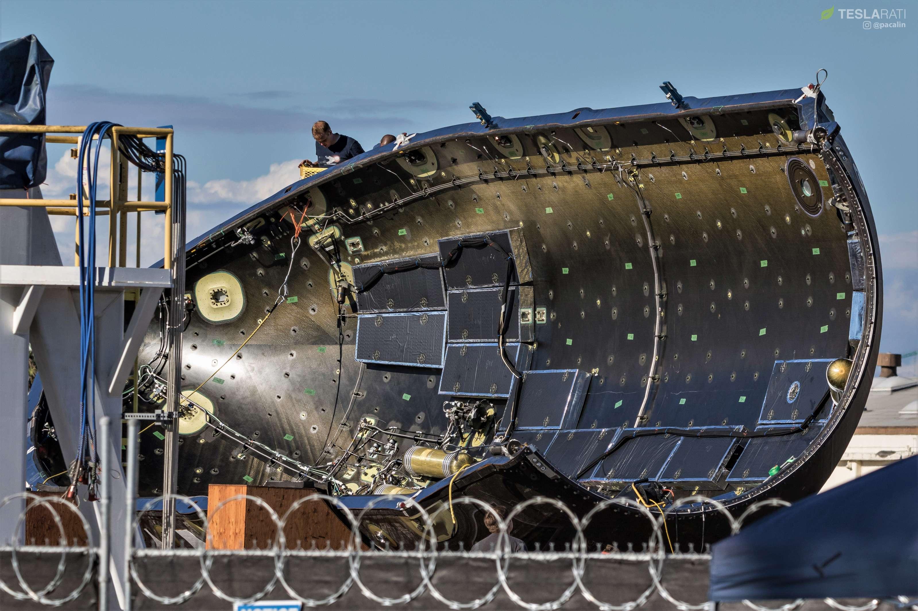 Falcon-fairing-drop-test-prep-100418-Pau