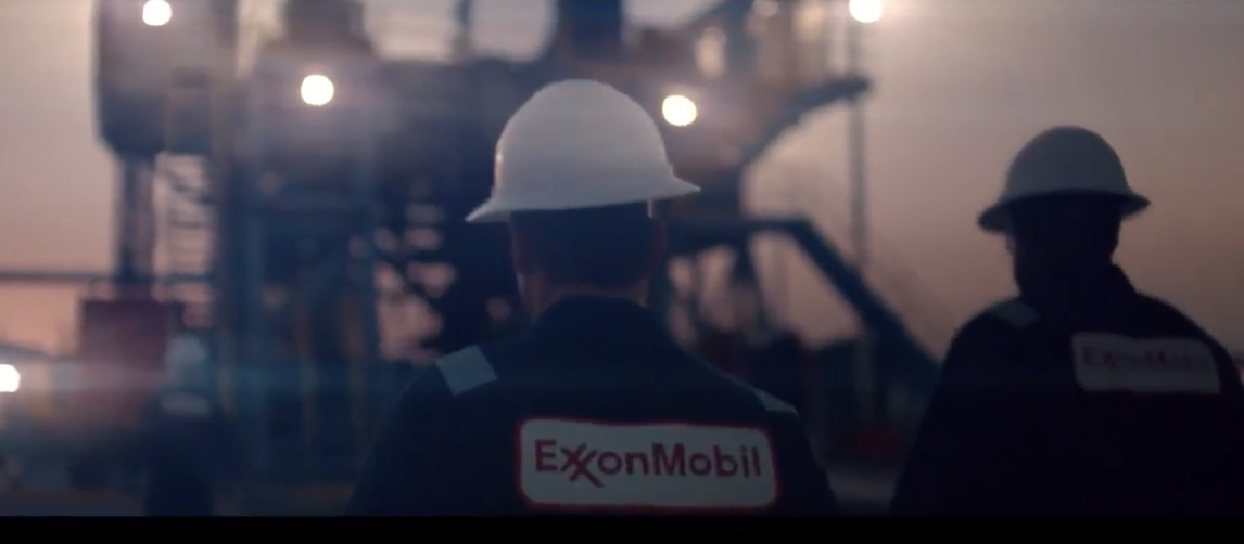 exxonmobil-refinery-workers