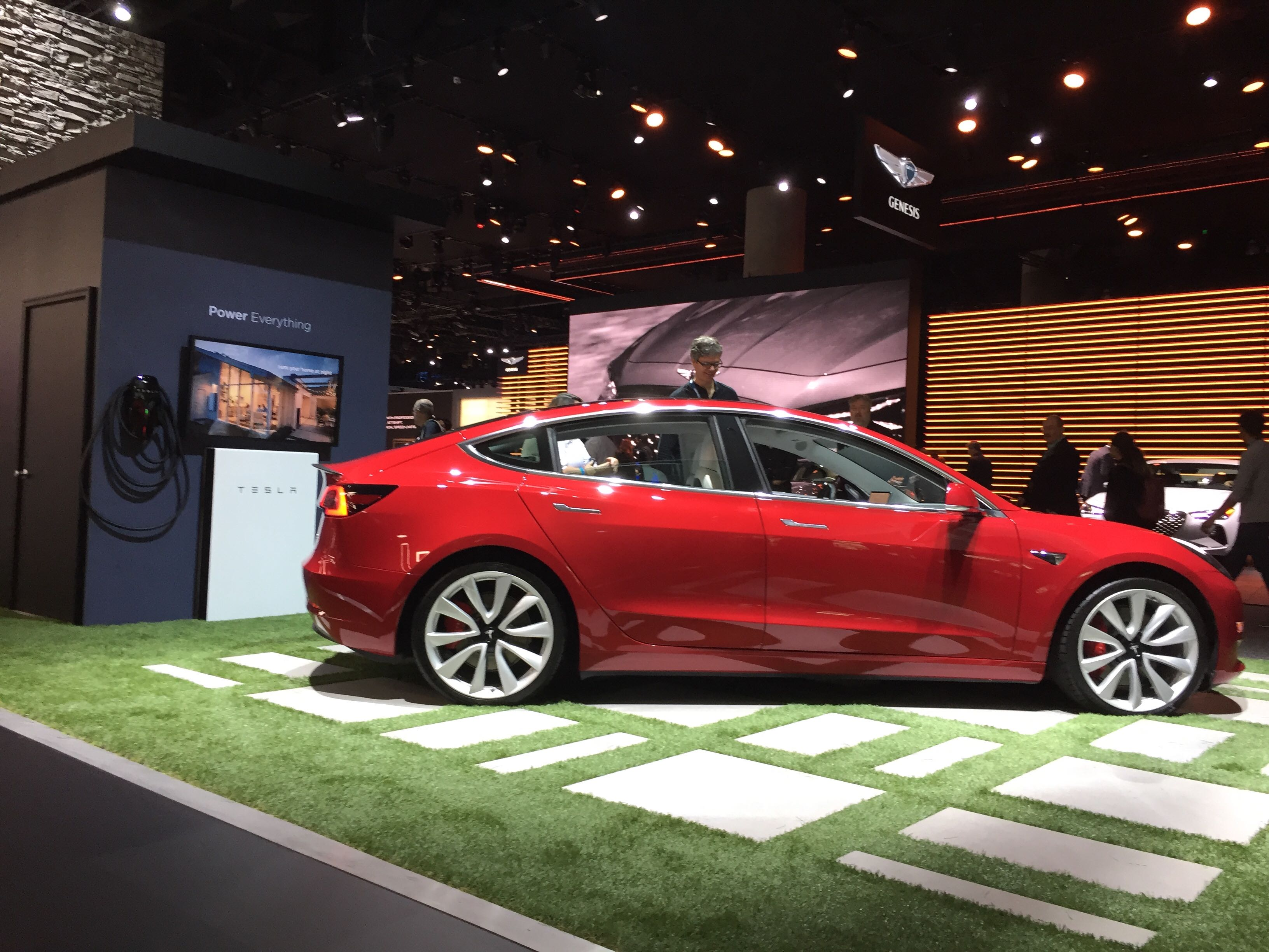 2018-la-auto-show-model-3b