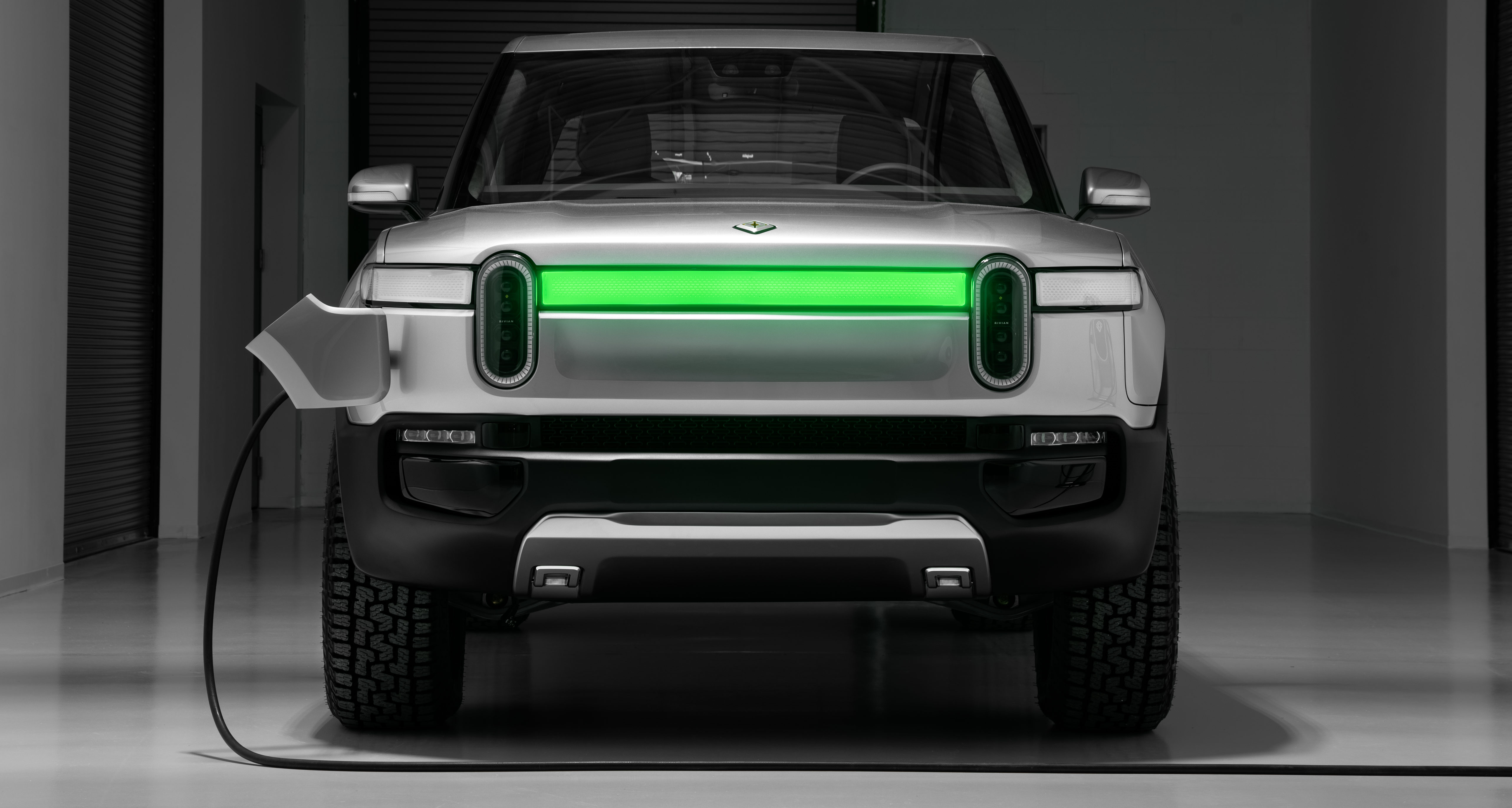 Rivian Announces R1t Pickup Truck 69k Starting Price 400 Mile Range And 11k Lb Towing Capacity