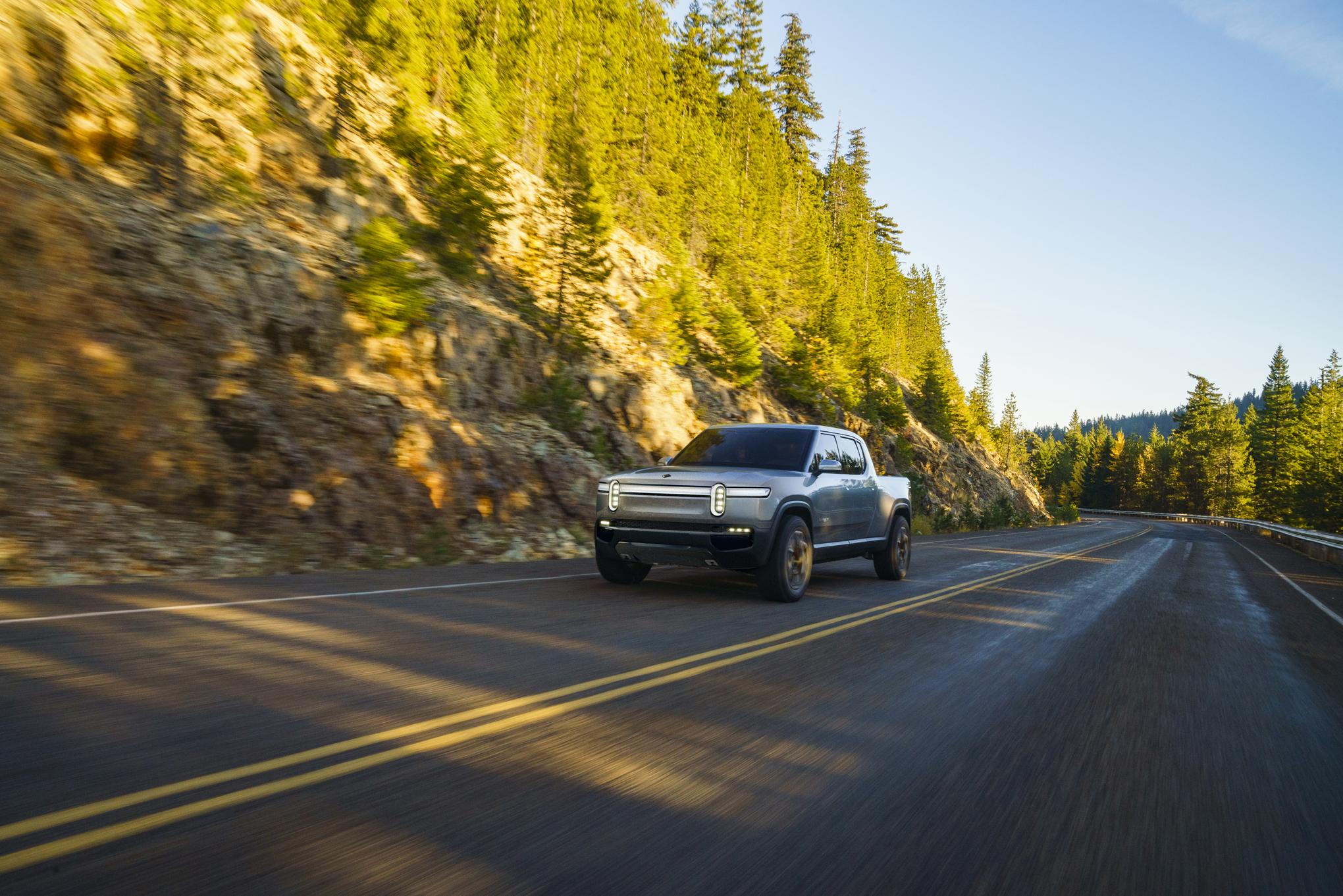 Rivian announces RT1 pickup truck: $69k price, 400+ mile